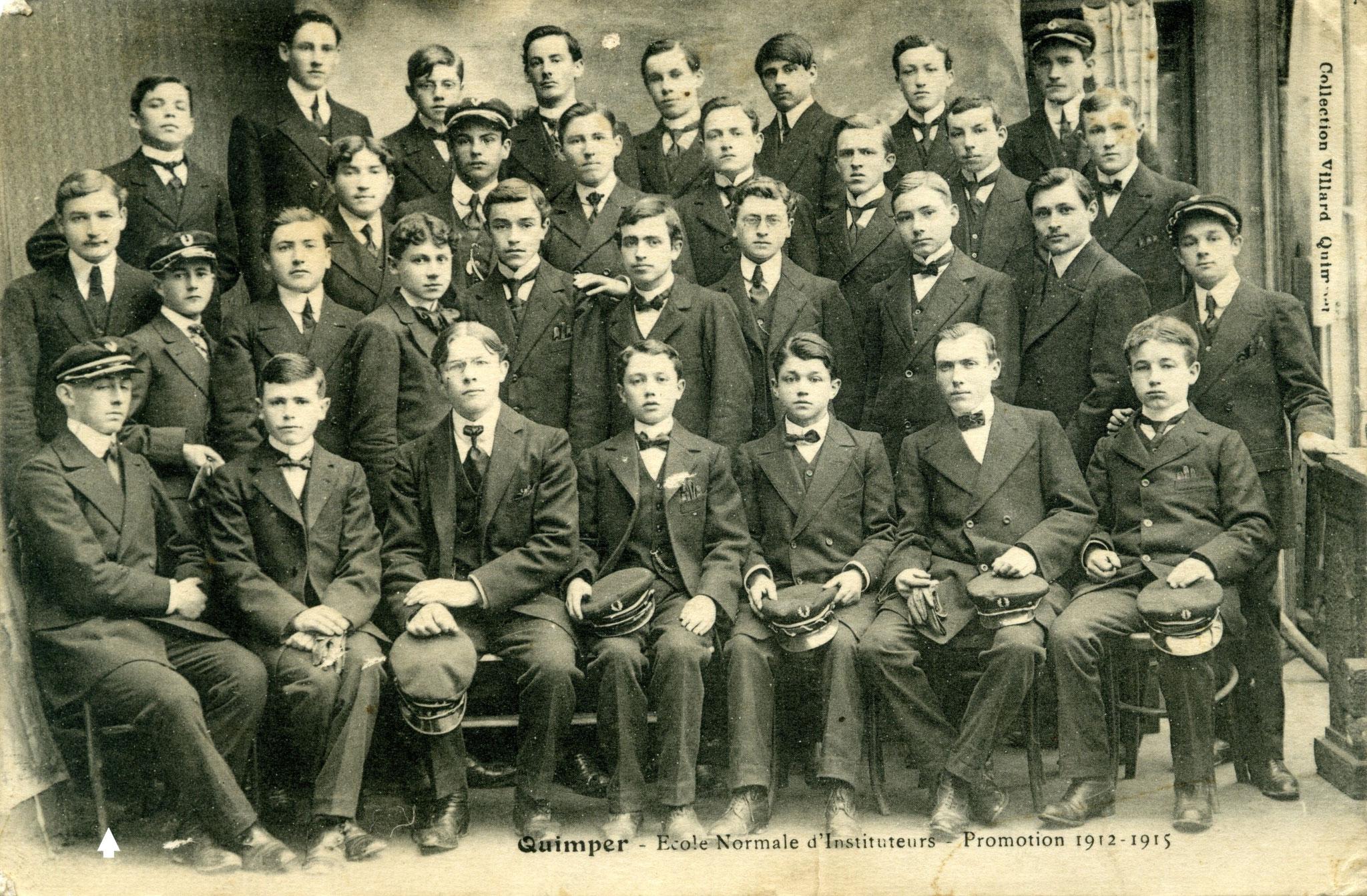Quimper (Finistère), école normale d'instituteurs, promotion 1912-1915 : assis à gauche Francis COQUIL.