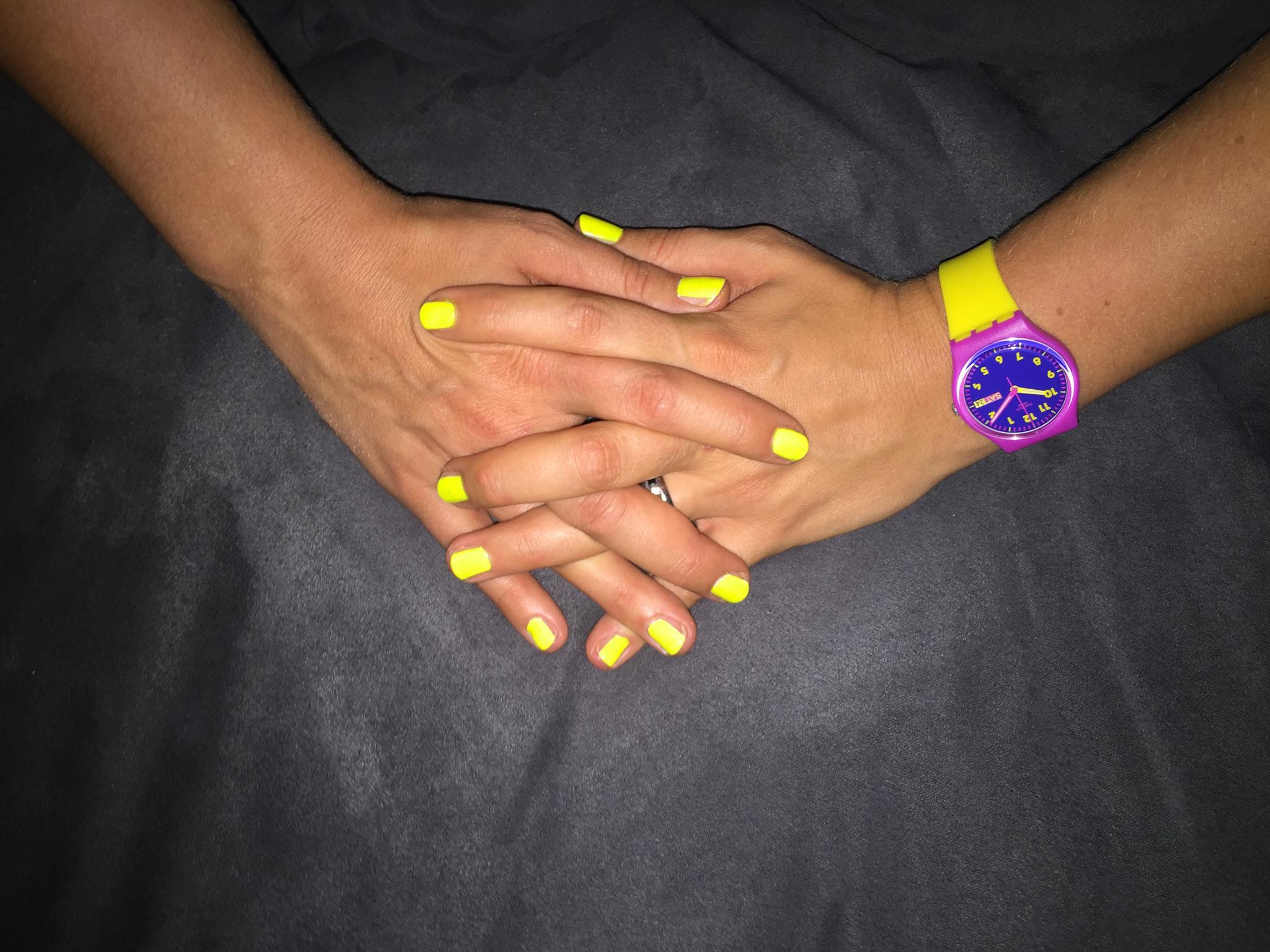 Fertige Nägel im normalen Licht
