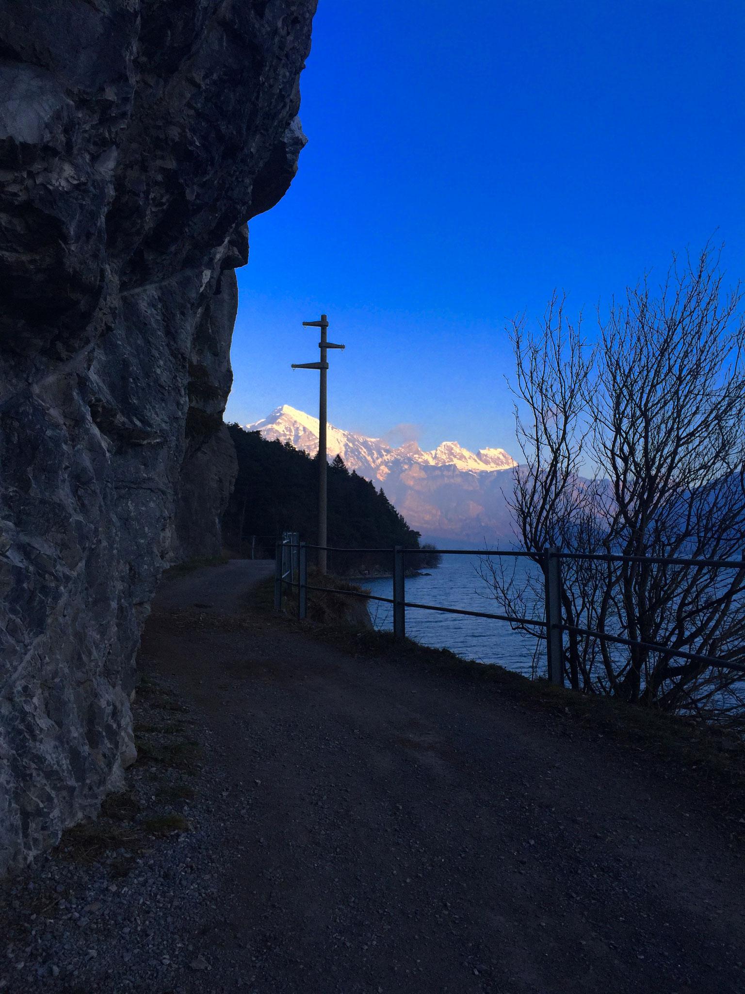 Fussweg am Walensee entlang nach Quinten...