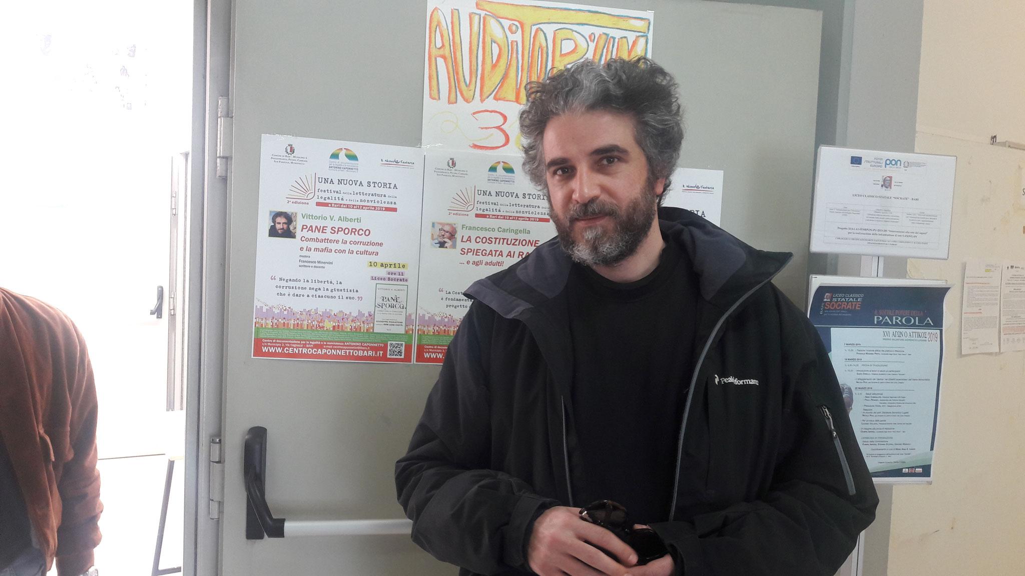 """Vittorio V. Alberti con """"Pane sporco"""" al Liceo Classico """"Socrate"""""""