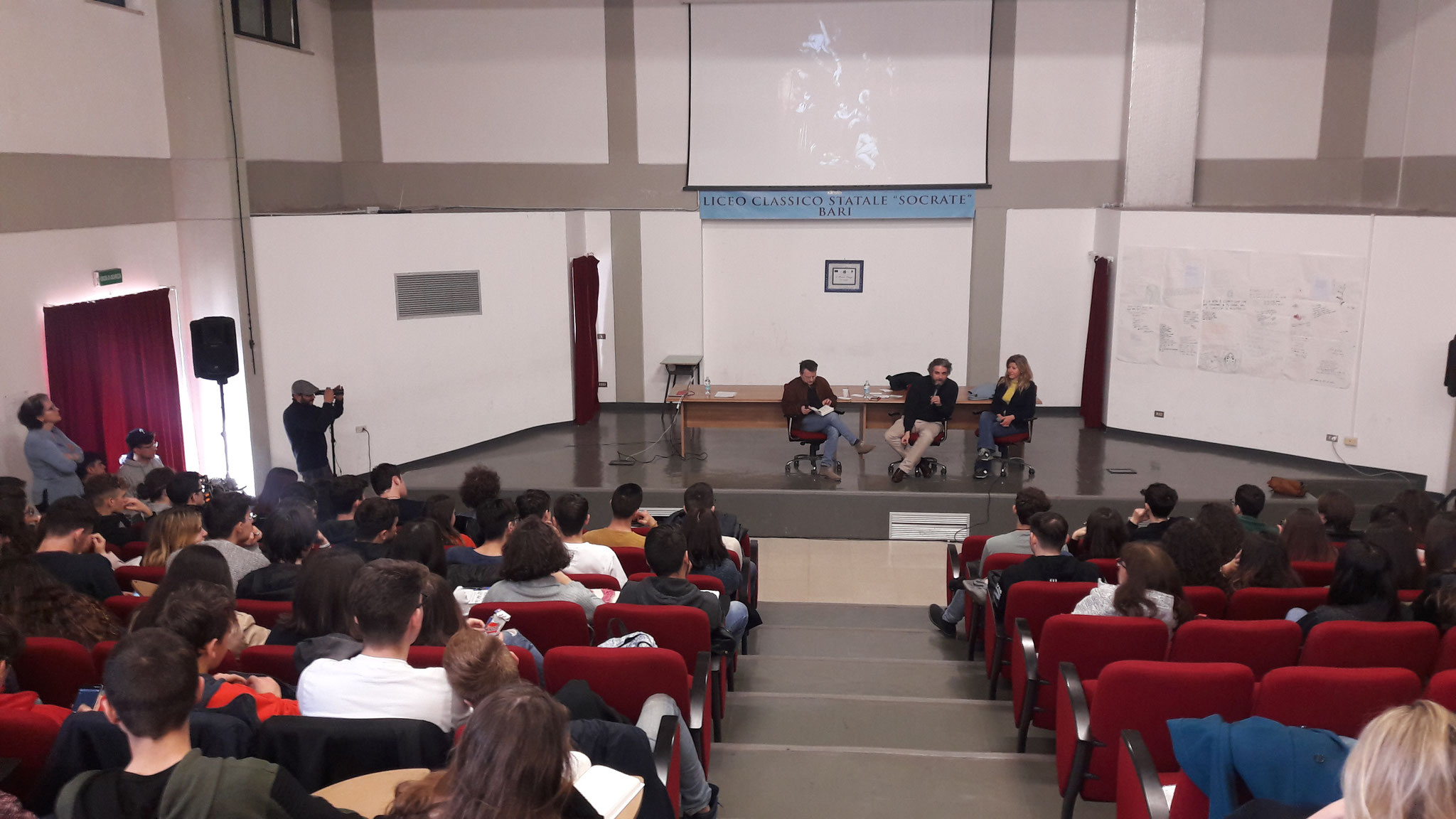 """Vittorio V. Alberti con """"Pane sporco"""" con gli studenti del Liceo Socrate, dell'Istituto Cirillo e dell'Istituto Romanazzi. Modera: Francesco Minervini"""