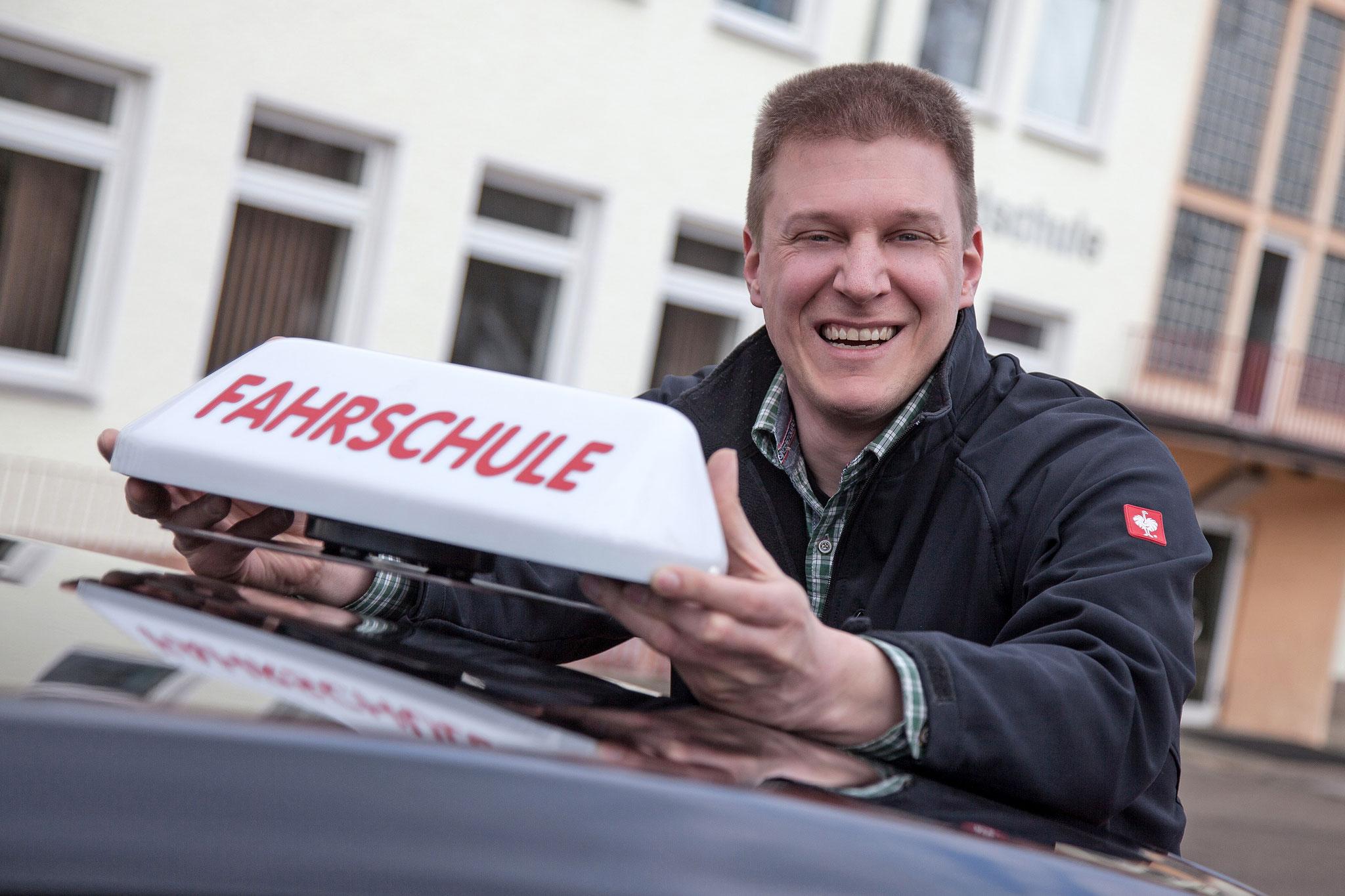 Unser Fahrlehrer Sebastian Grafhorst.