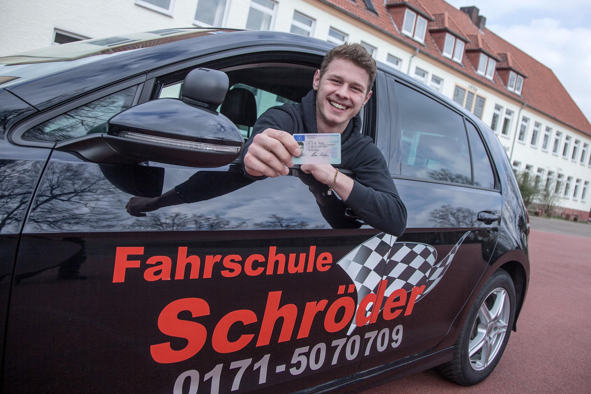 Führerschein mit 17 von der Fahrschule Schröder - für Bünde und Umgebung.