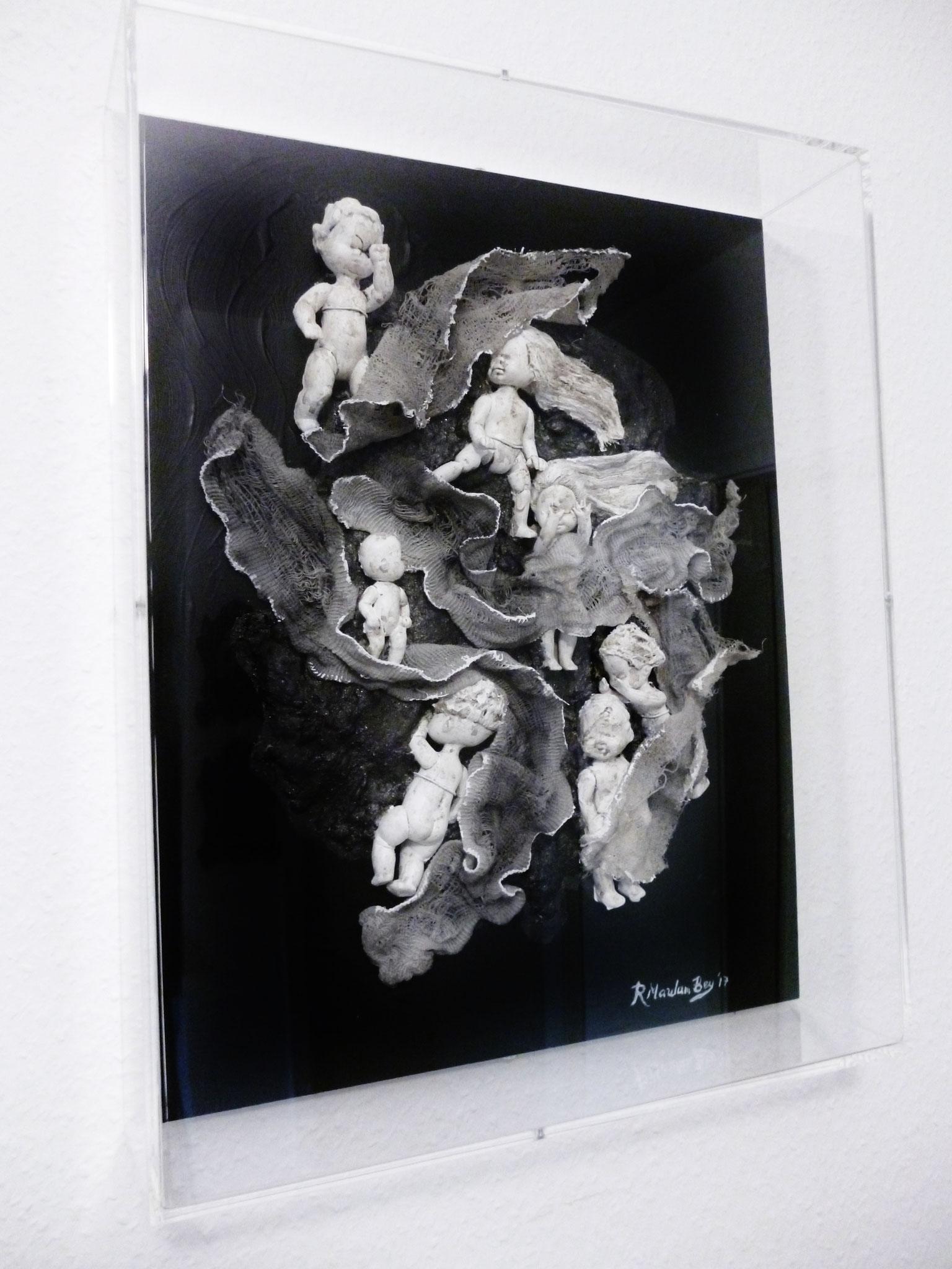 Angels'souls III,Assemblage auf Holz in einer acryl Box,40 x 10 x 50 cm