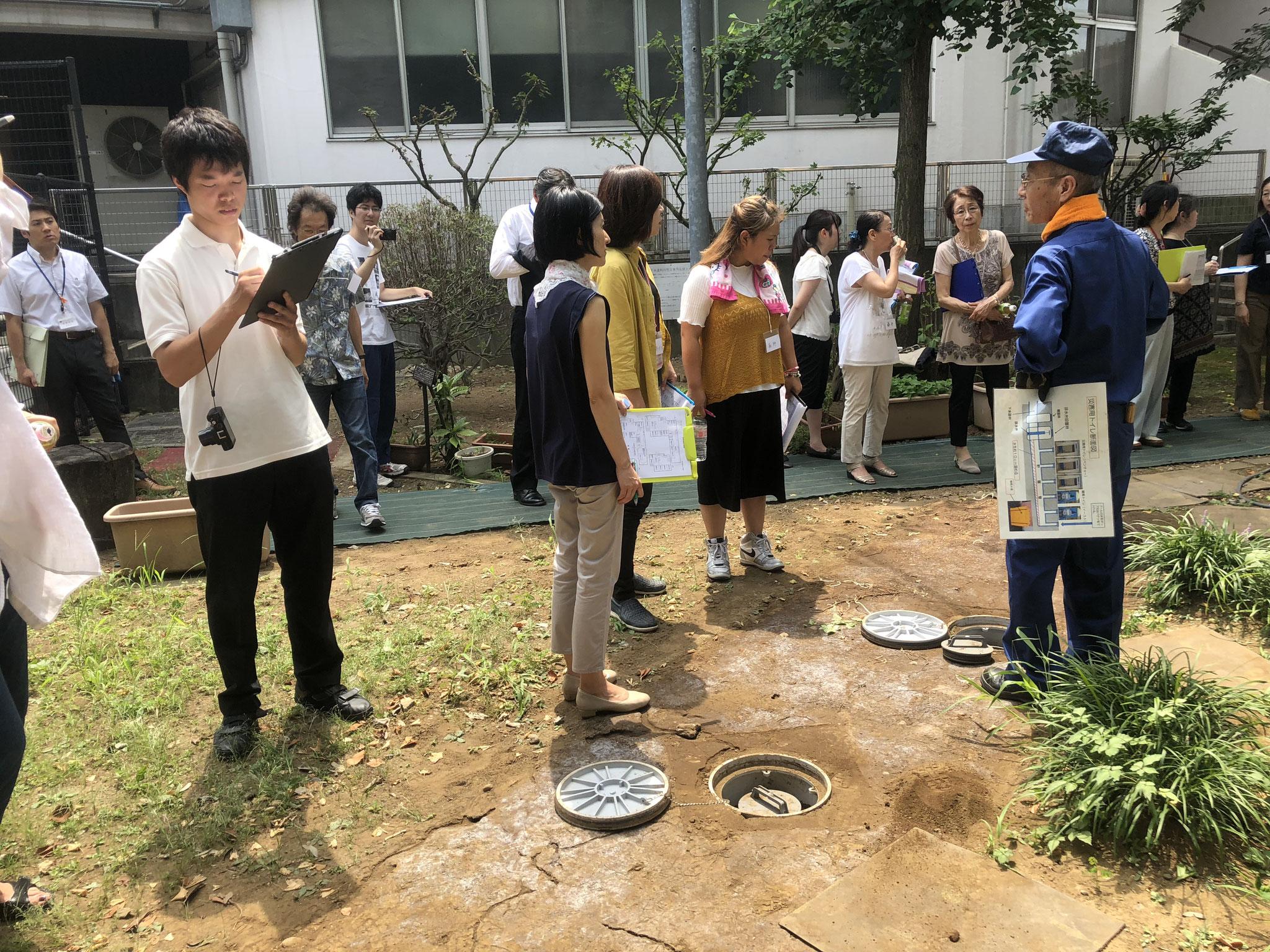 新宿区女性をはじめ配慮を要する方の視点でのワークショップ(マンホールトイレ見学)