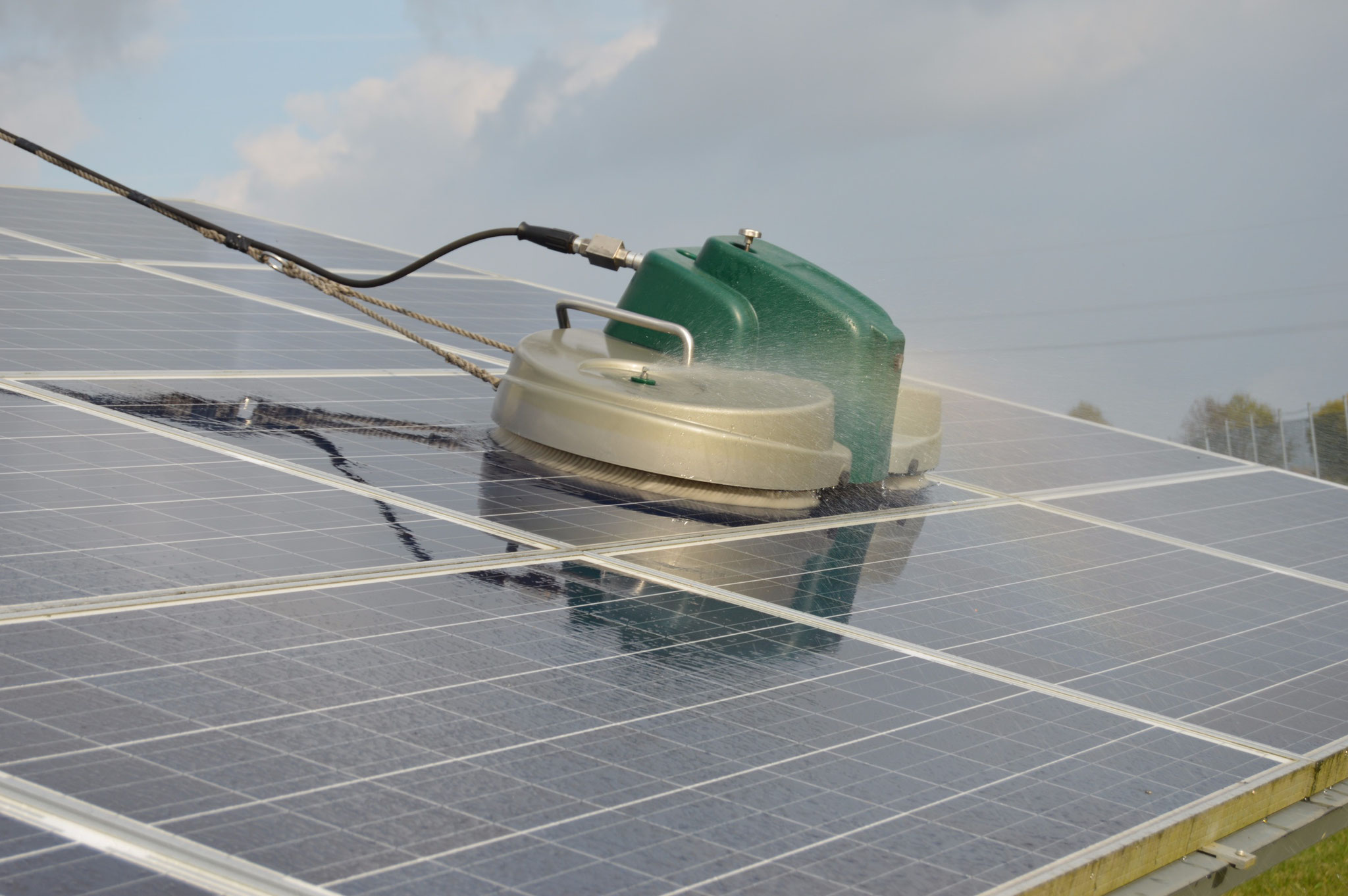 PvSpin: cleaning system for solar power plant.