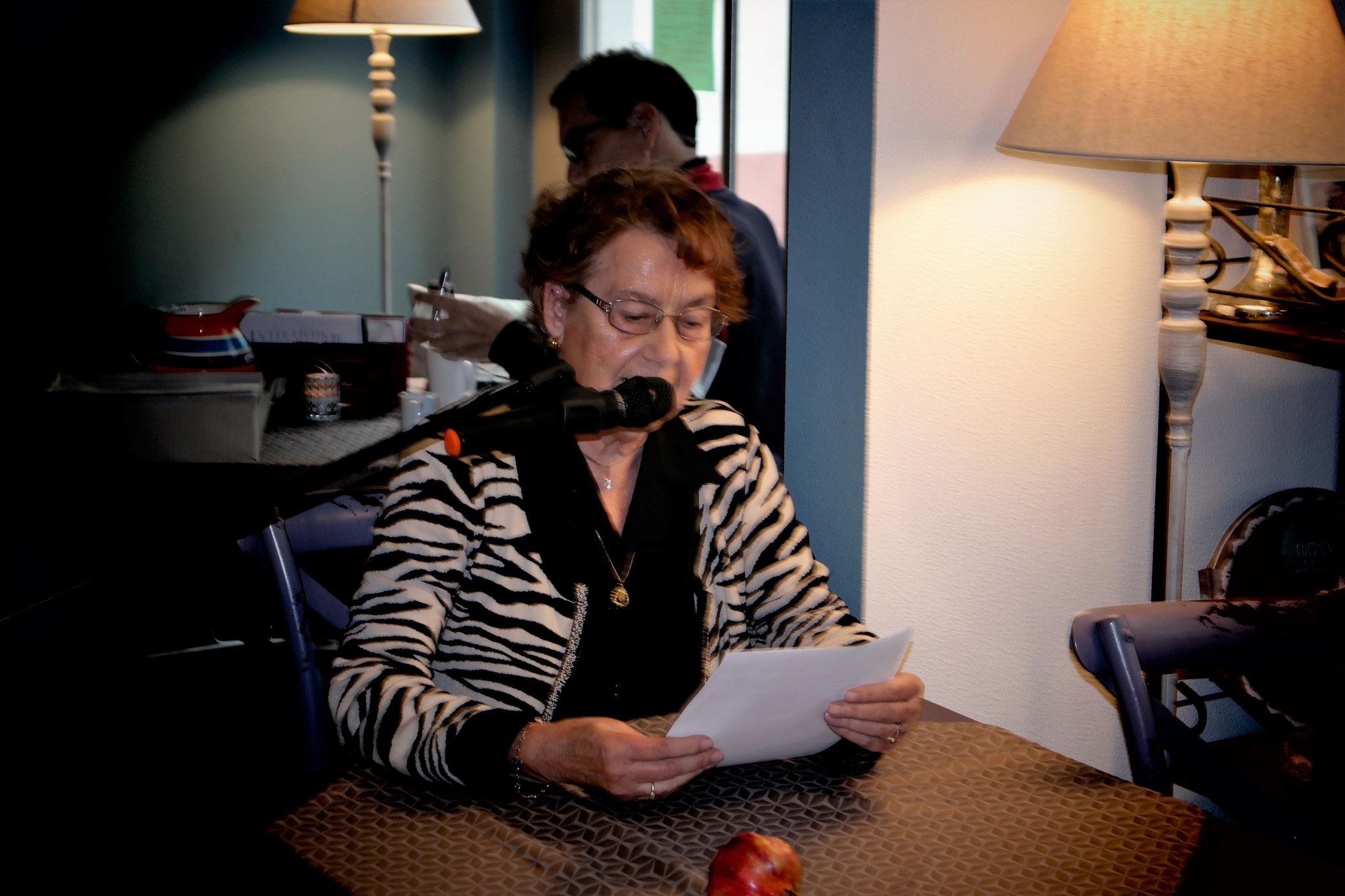 """Margret Drees, las unter anderem aus den Geschichten """"De Tausendsassa"""" und """"Der Kandidat"""""""