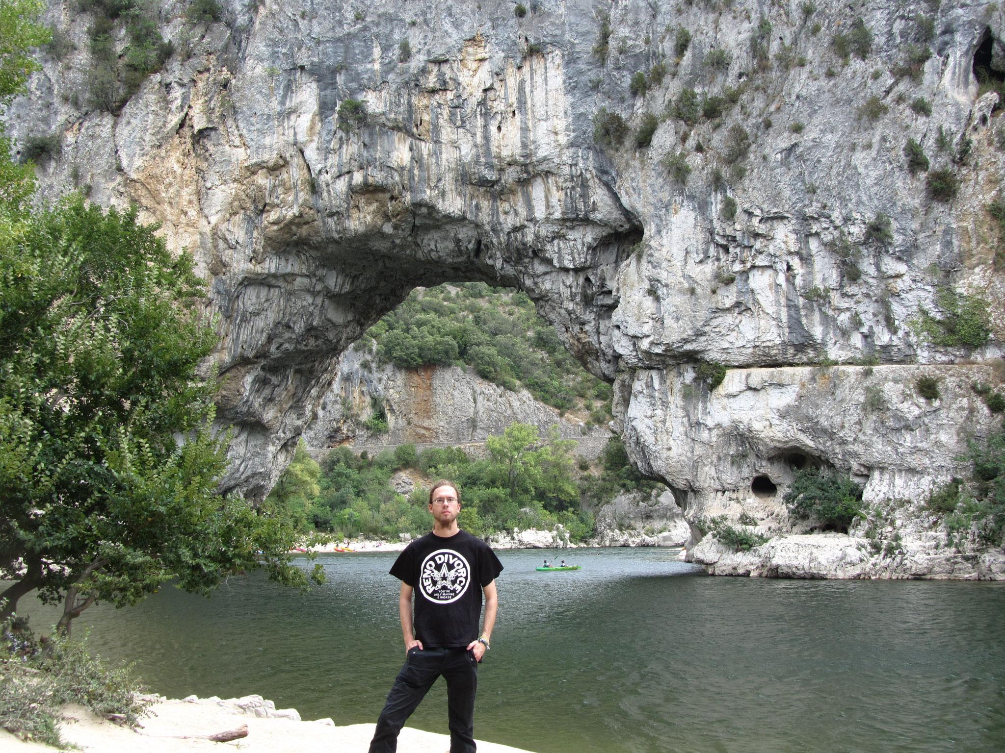 Der Pont d'Arc über die Ardèche, heute nur zu Fuß. 2012