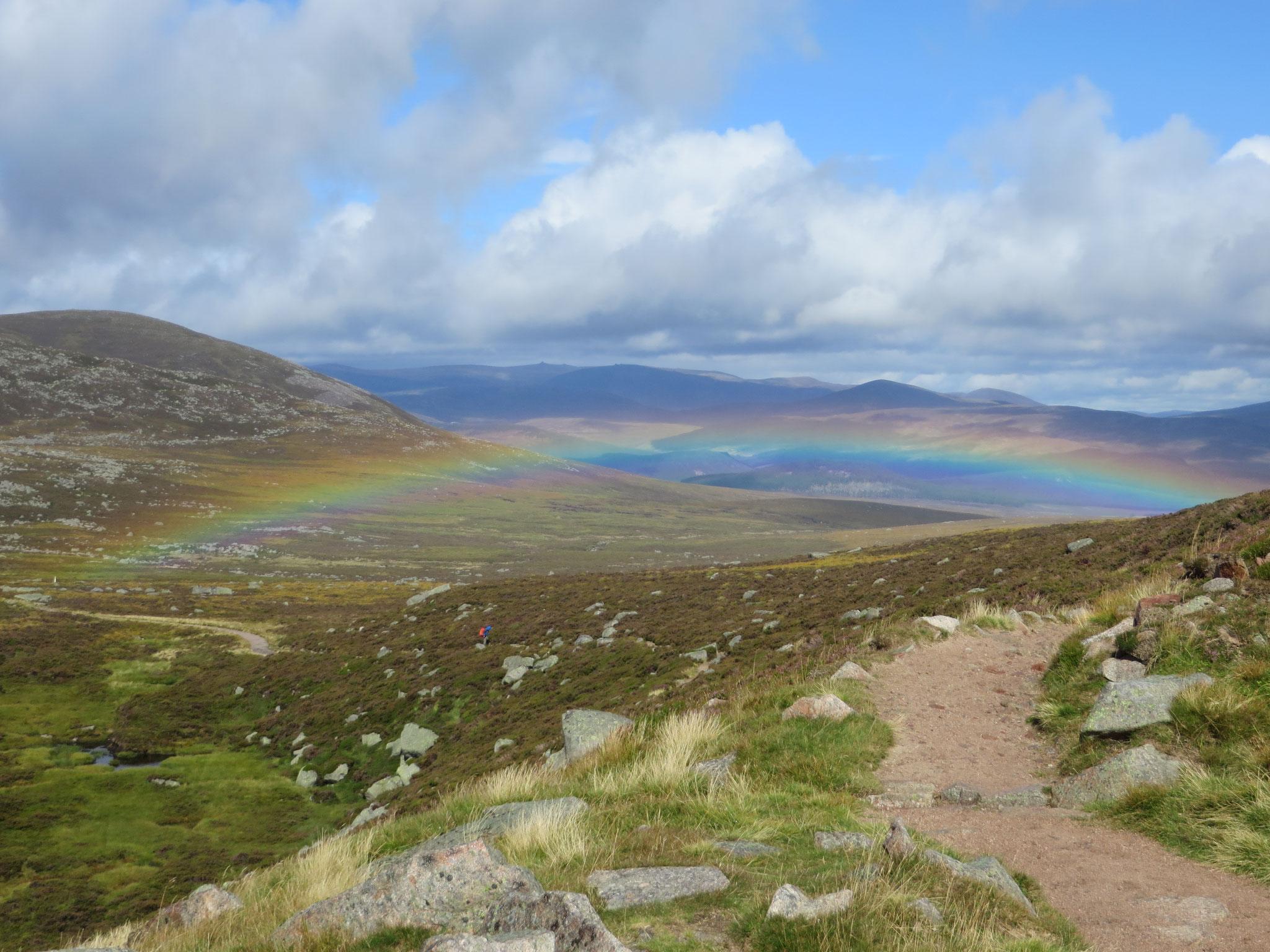 Regenbogen beim Aufstieg zum Lochnagar