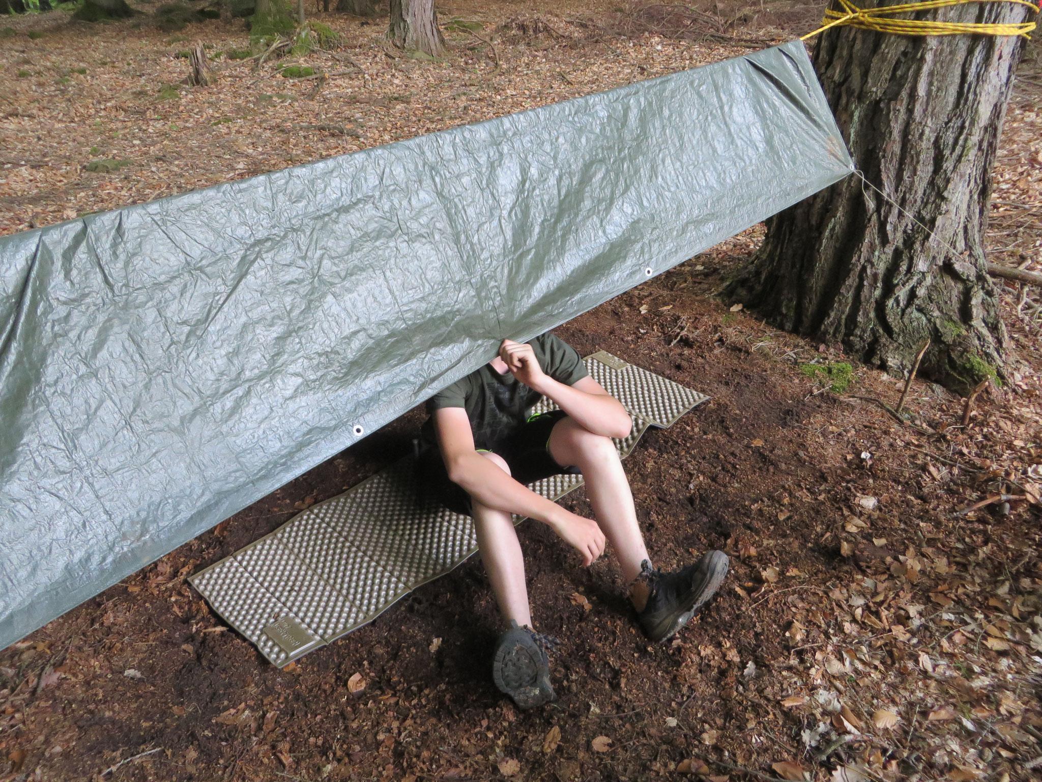 Seine erste Solo-Nacht im kleinen Shelter.