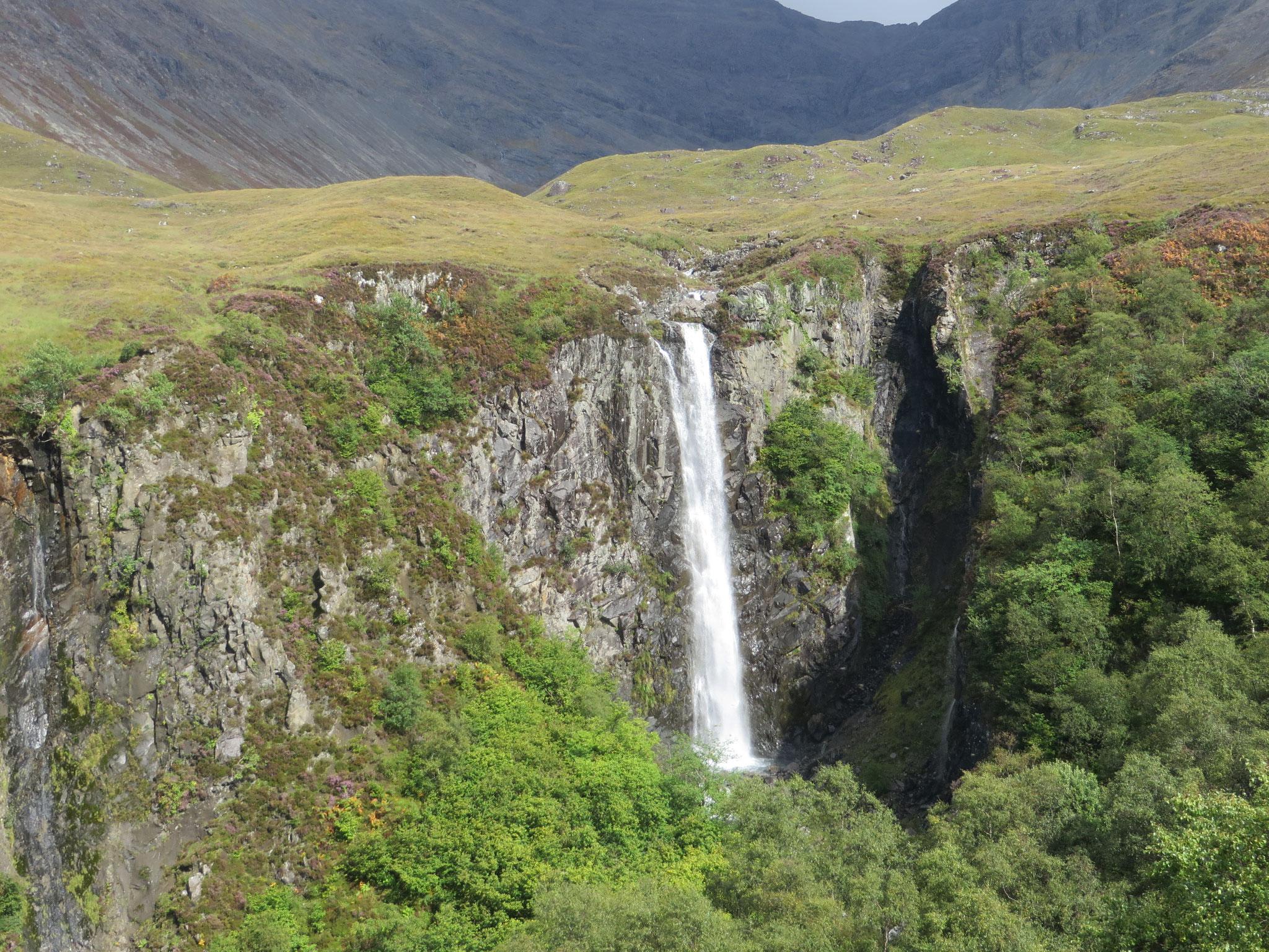 Menschenleer: Eas Mor - der höchste Wasserfall auf der Skye