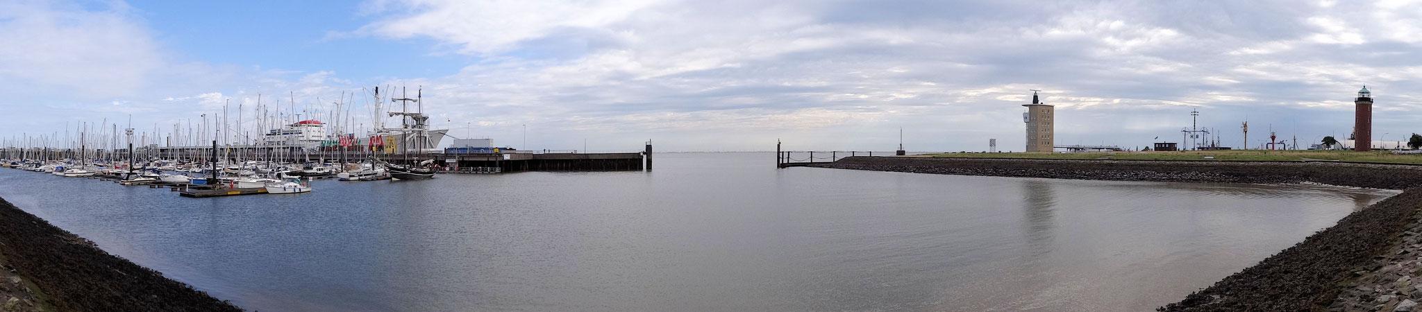 Yachthafen mit dem Radarturm