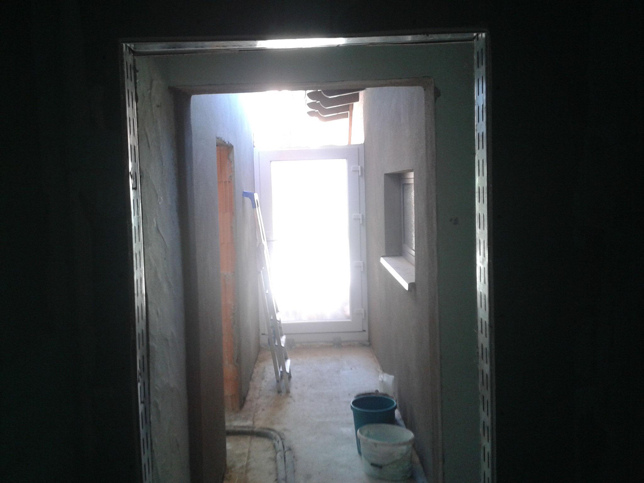 Eingangsbereich zwischen Neu- und Altbau (noch ohne Decke/Dach).