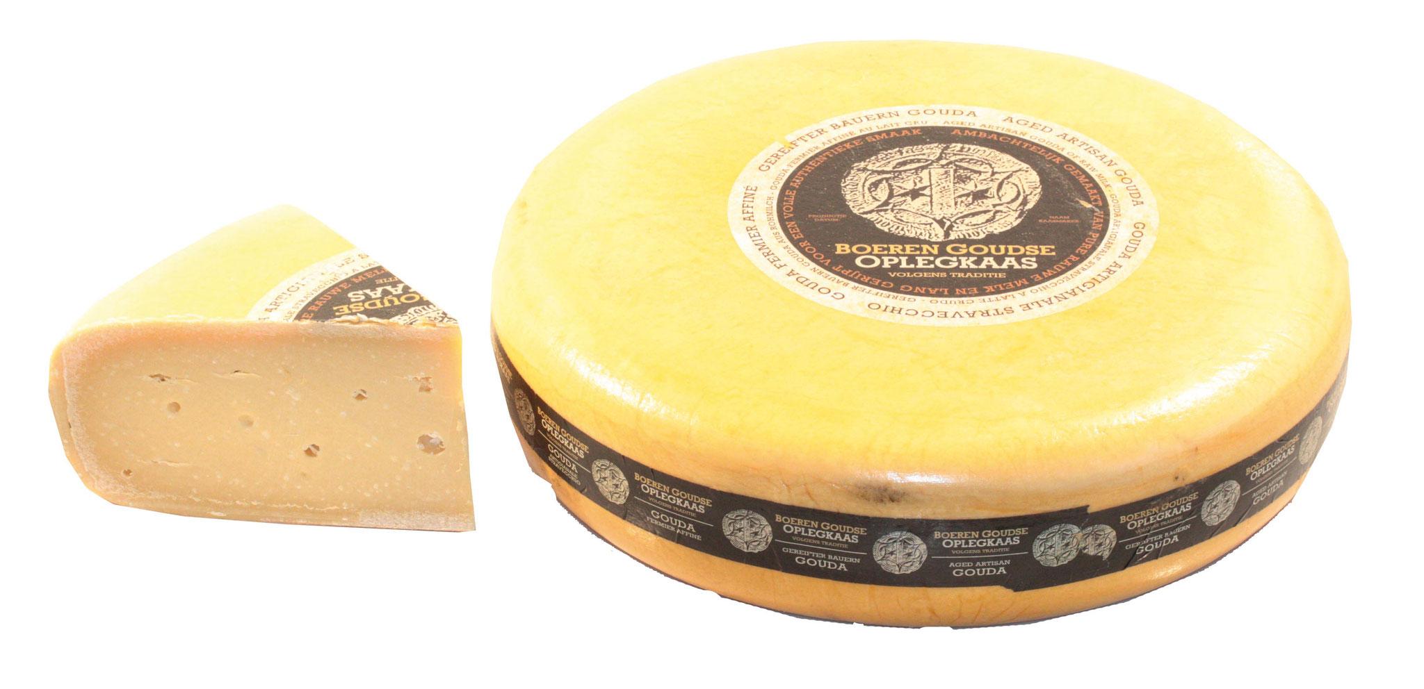 BOEREN GOUDA - Hergestellt aus roher frischer Kuhmilch. Mit Leidenschaft und nach traditionellen Methoden wird die Milch der Kühe auf dem Hof Spruithoeve zu Käse verarbeitet. 12 Monate gereift.