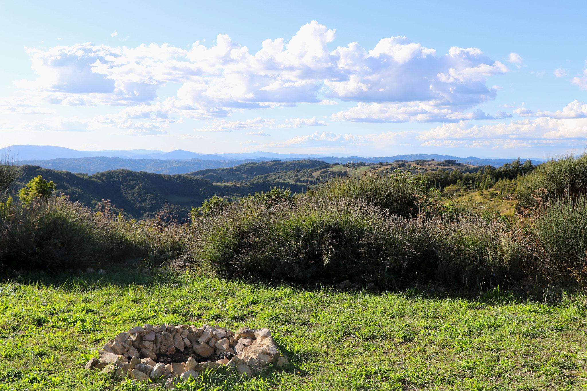 Blick vom Kreativ-Studio aus über die Hügel von Umbrien.