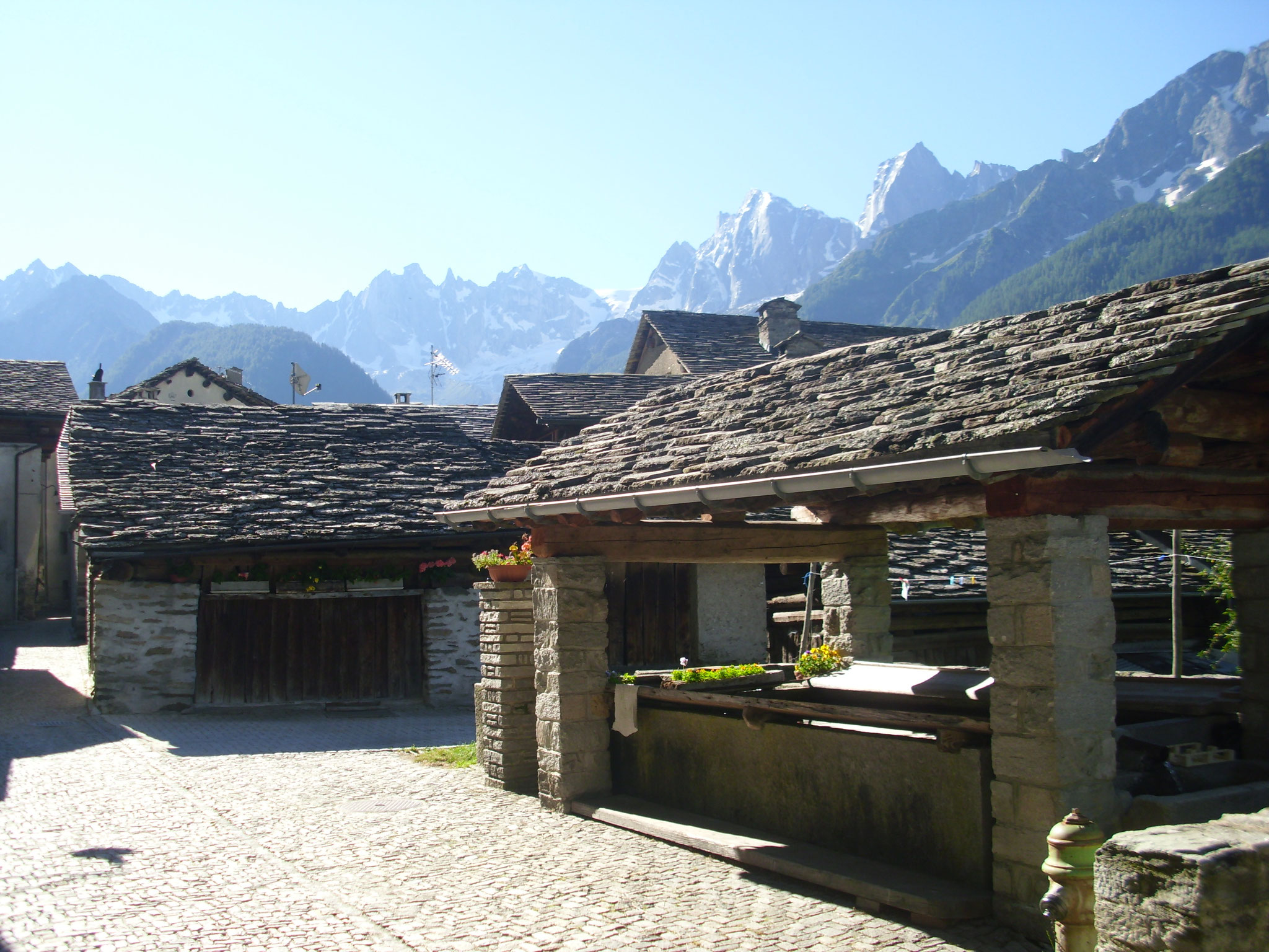 Einer der alten Waschbrunnen im Dorf
