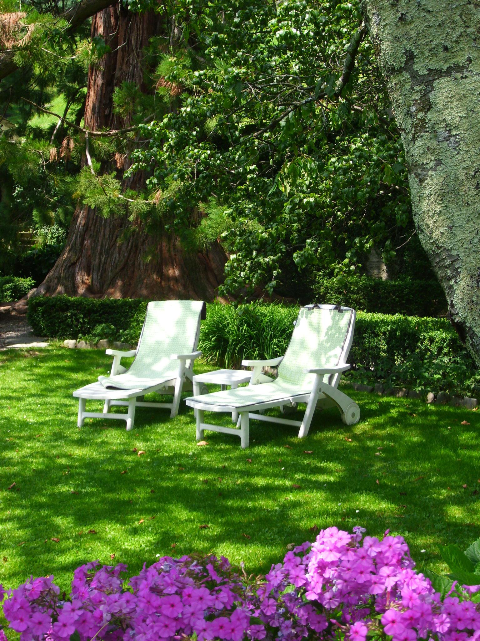 """Garten hinter dem """"Palazzo Salis"""" mit Restaurant"""