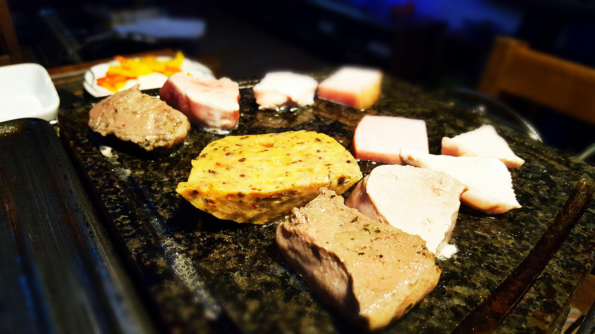 Lamm-, Putenfleisch, Schweinefilet, Tomate-Mozzarella-Wurst und Kasseler