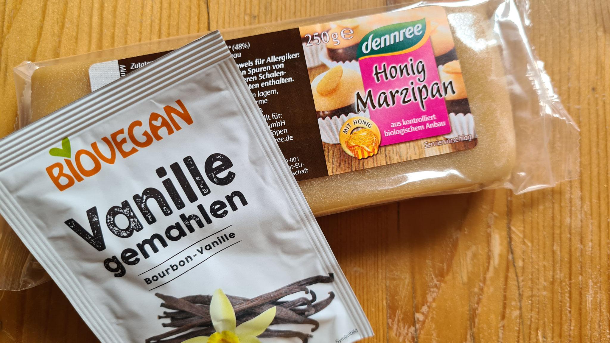 Honigmarzipan und gemahlene Vanille kaufe ich im Bio-Supermarkt