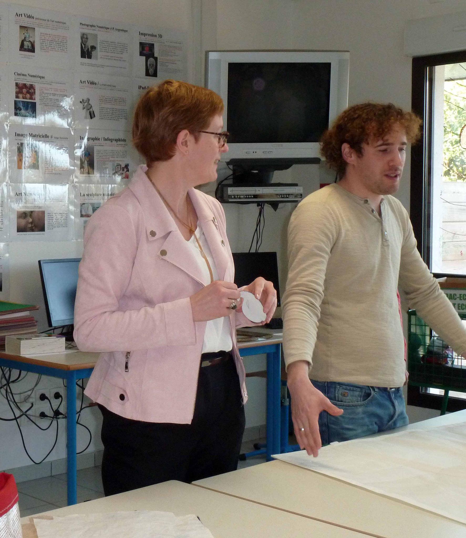 Sylvie Pantenier et Adrien Vergnot en salle d'arts plastiques