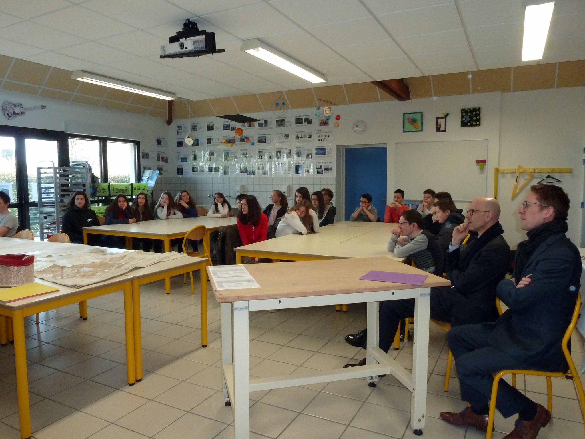 Monsieur Mathias Bouvier Directeur Académique est venu découvrir notre forum