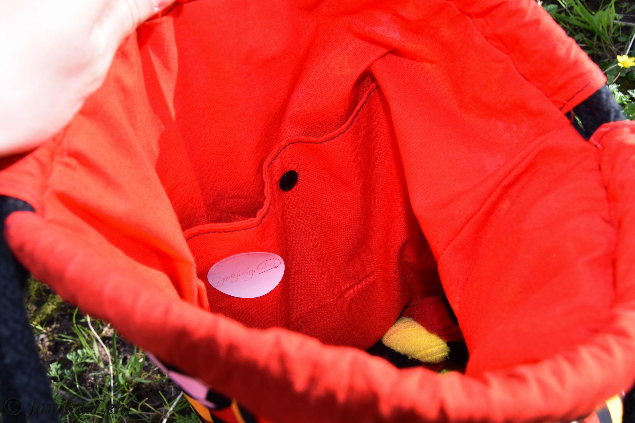 Unser Gassi- Geh- Rucksack wird mit einer Innentasche gefertigt