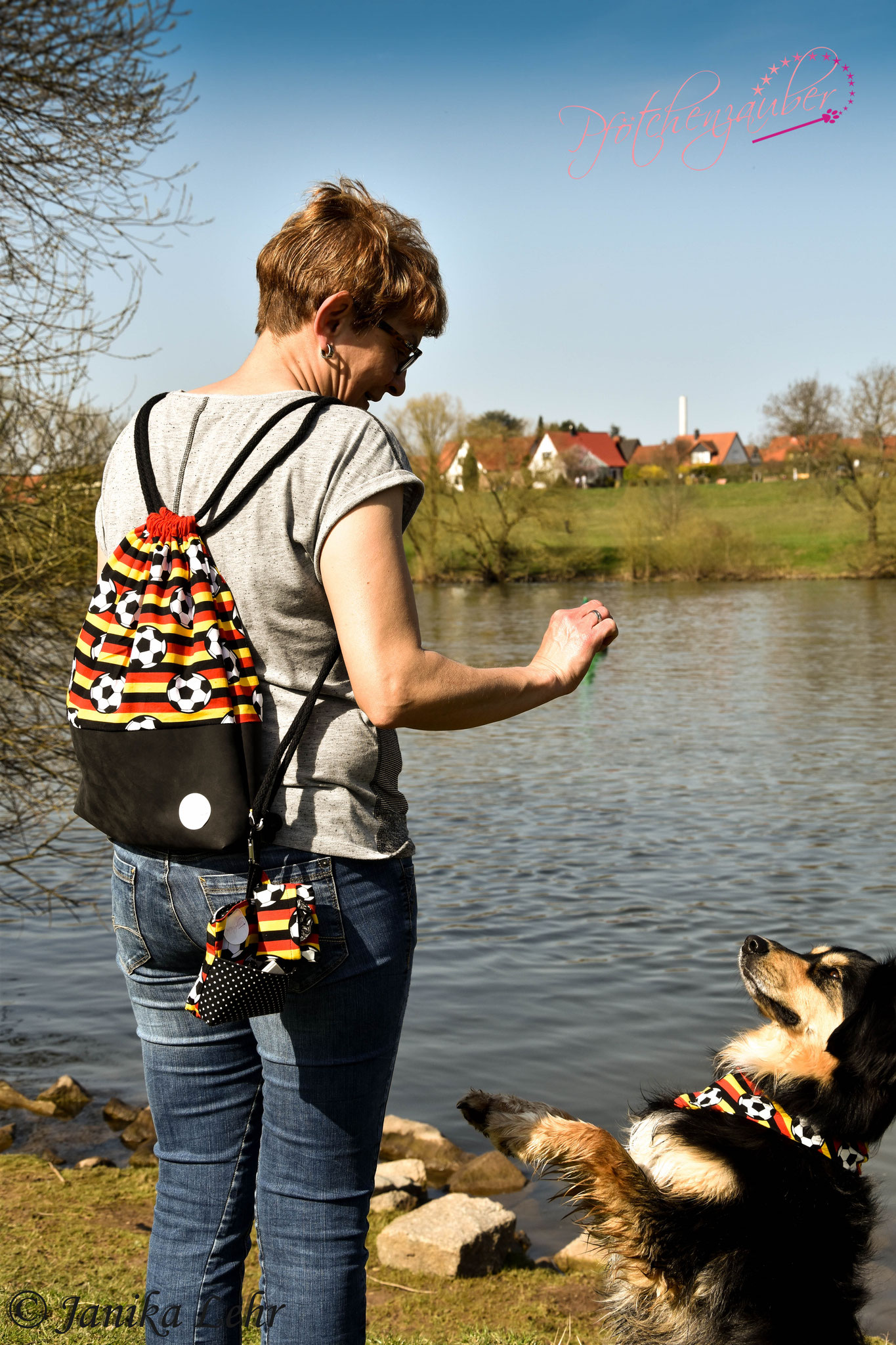 Unser Gassi- Geh- Rucksack im Set mit Leckerlibeutel, Kotbeuteltütenspender und dazu passendem Halstuch für den Hund