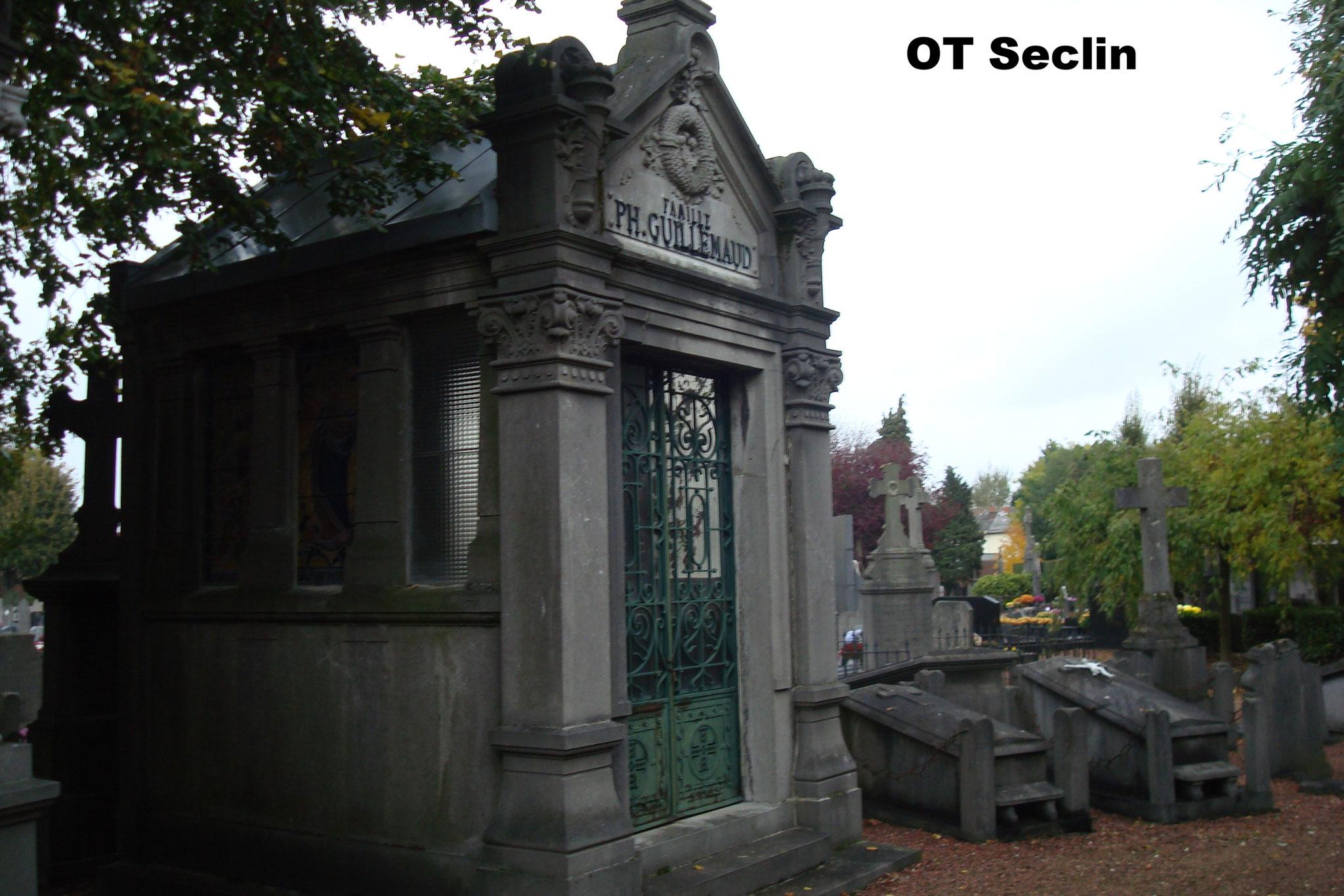 Le caveau de la famille Philippe Guillemaud au cimetière municipal de Loos