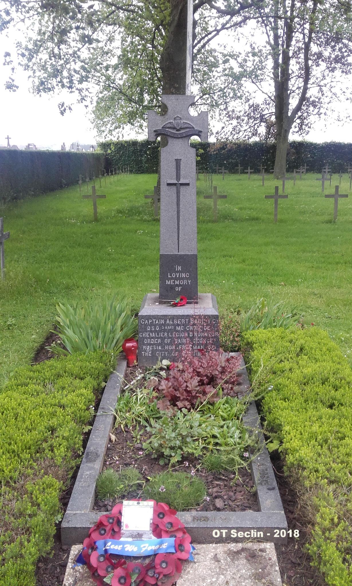 Tombe de l'aviateur Albert Ball, cimetière militaire allemand à Annoeullin (Nord)