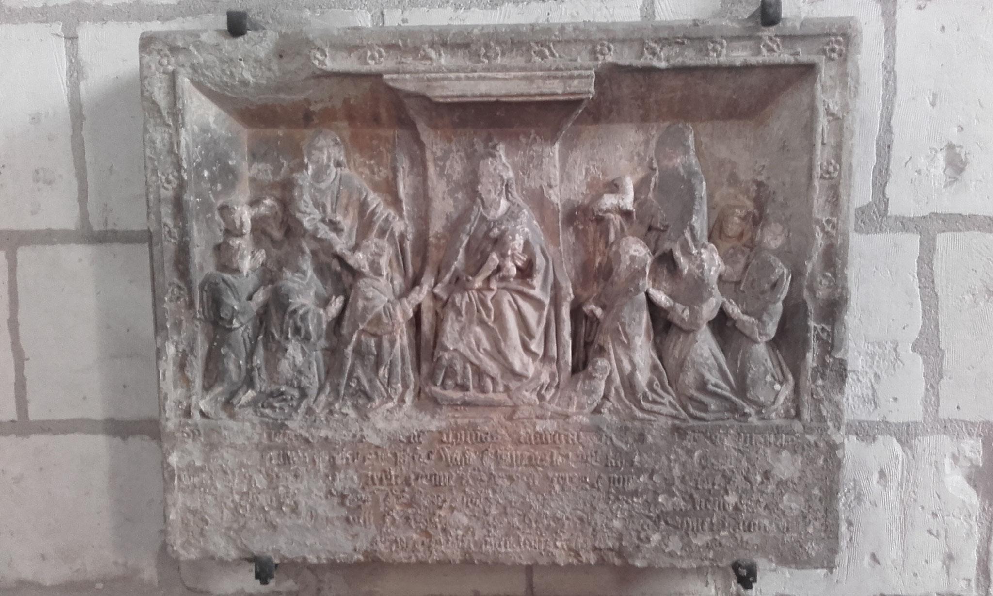 Le bas-relief ou Vierge en Majesté du XVe de Sainghin en Mélantois