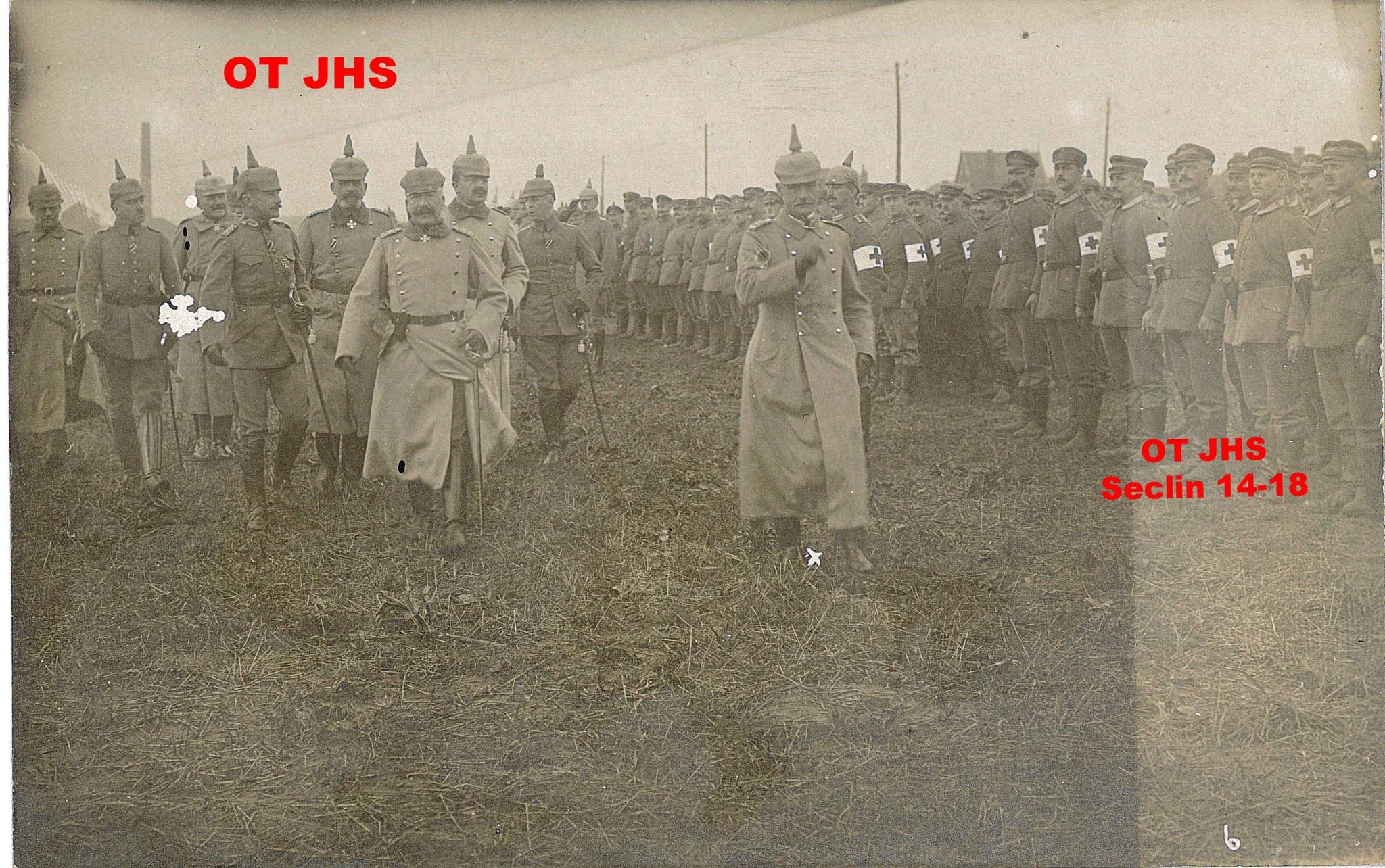Revue de troupes brancardiers sur Seclin, Novembre 1915 - Par Konprinz Rupprecht Von Bayern et Général Von François (crédit : OT-JHS Seclin-1918 - reproduction interdite)