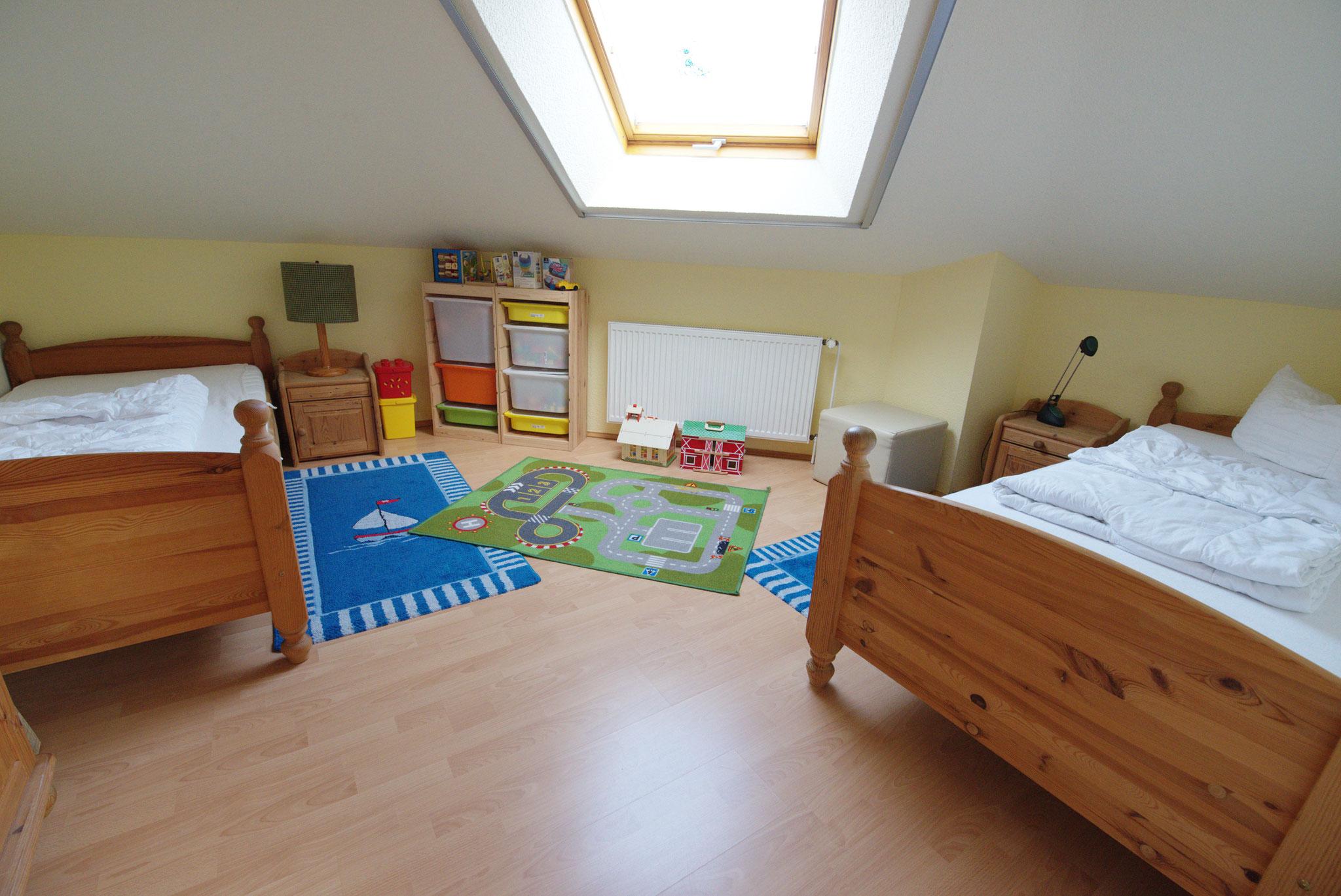 3. Schalfzimmer oben mit 2 Einzelbetten
