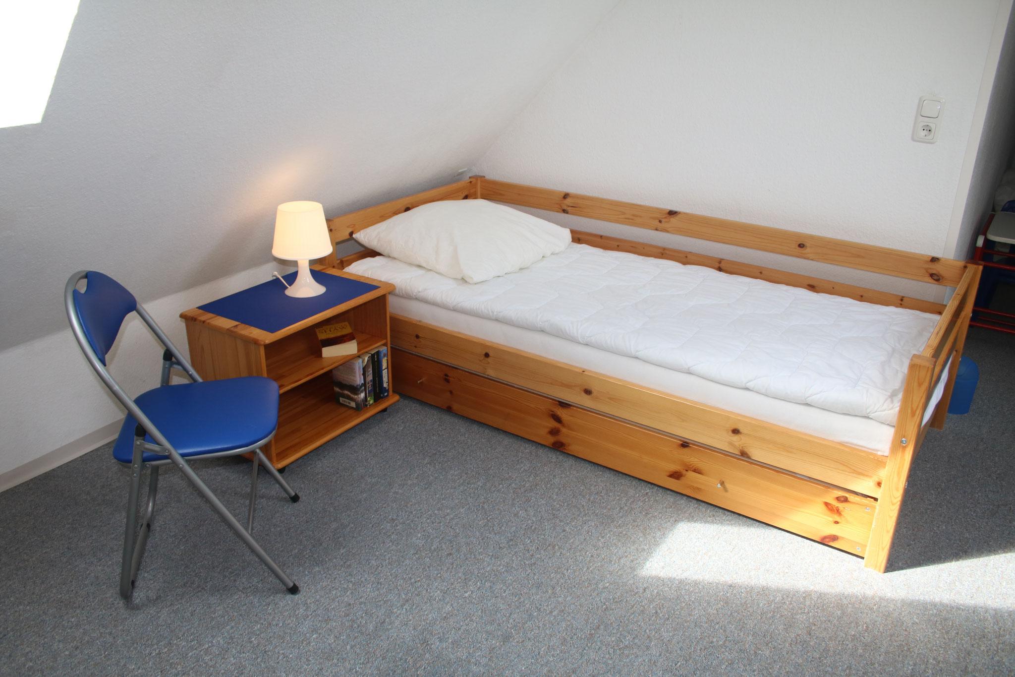 Schlafzimmer oben mit Bett zum ausziehen, SAT-TV