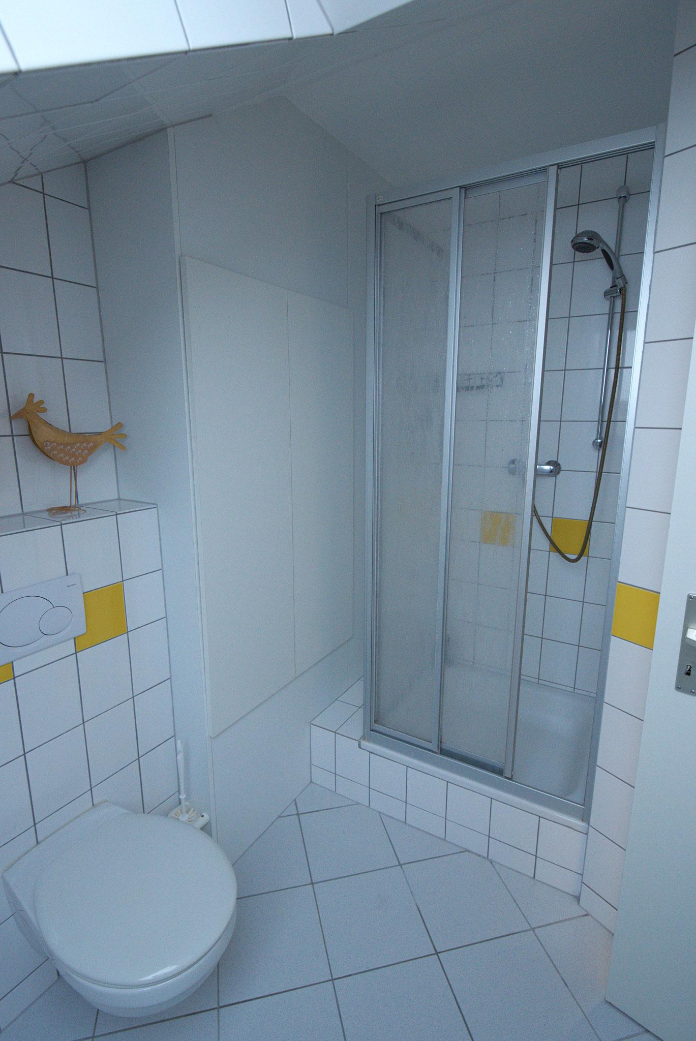 Dusche und WC oben