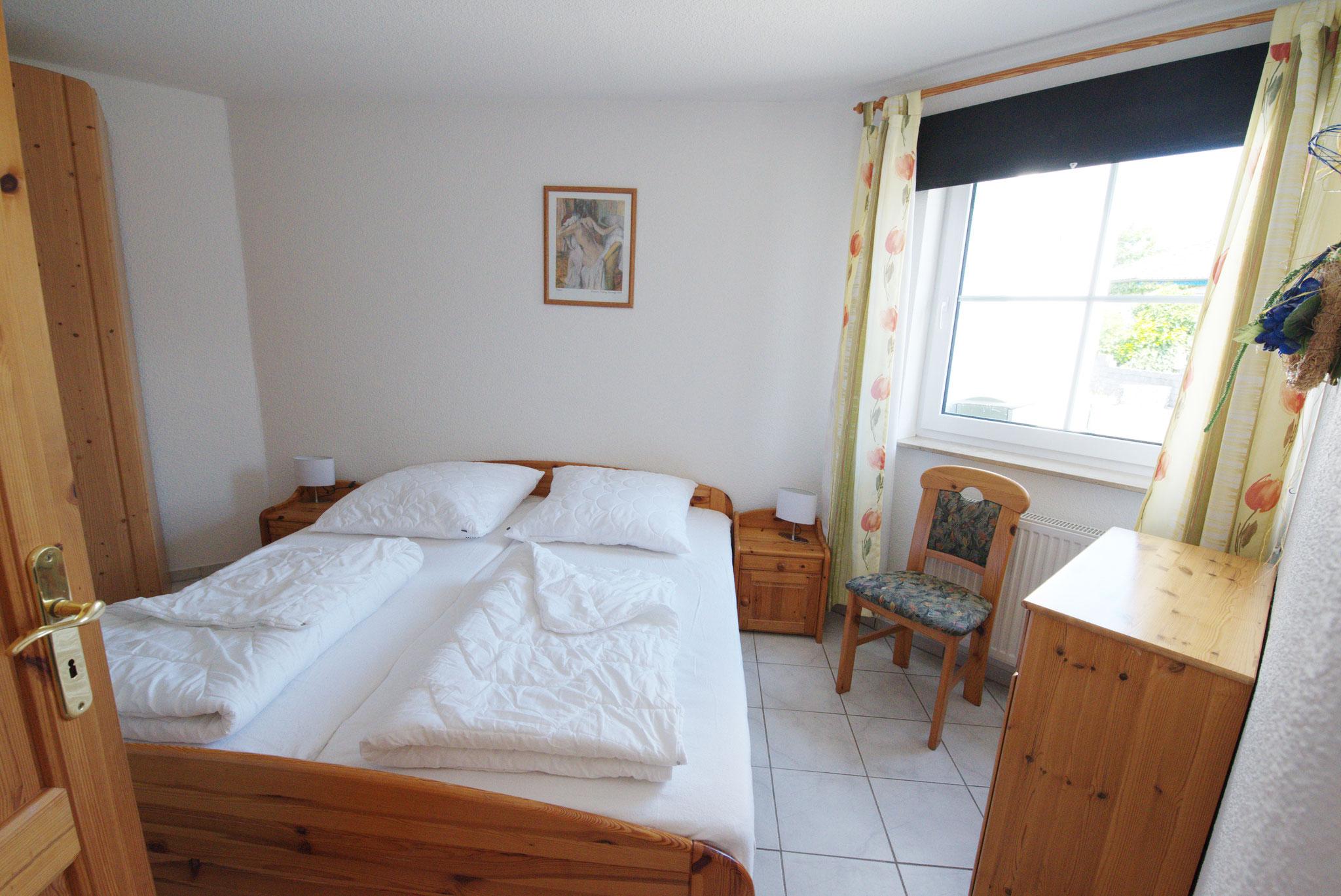 1. Schlafzimmer unten