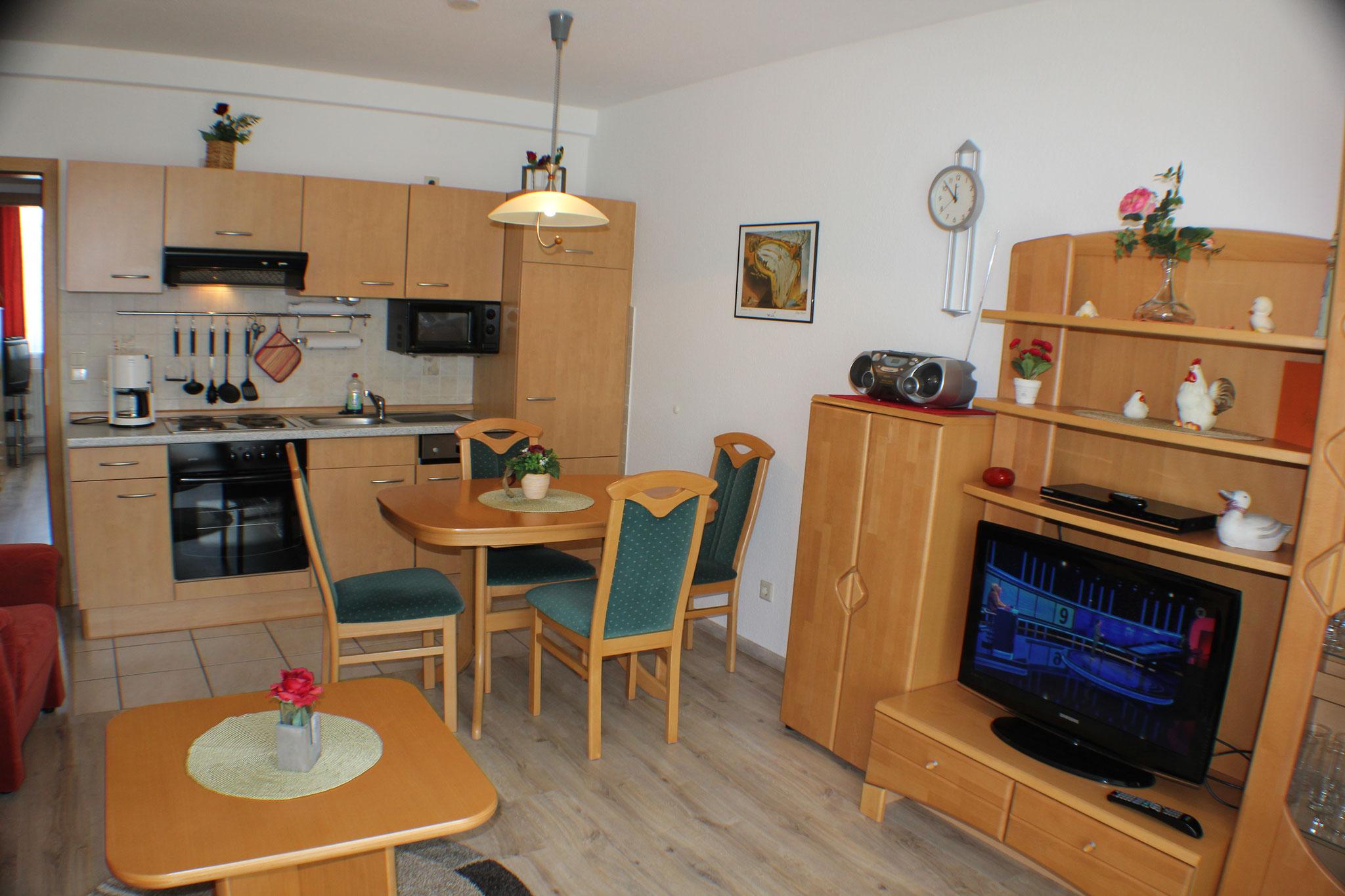 Wohnbereich mit SAT-TV, DVD und Radio/CD - Wlan