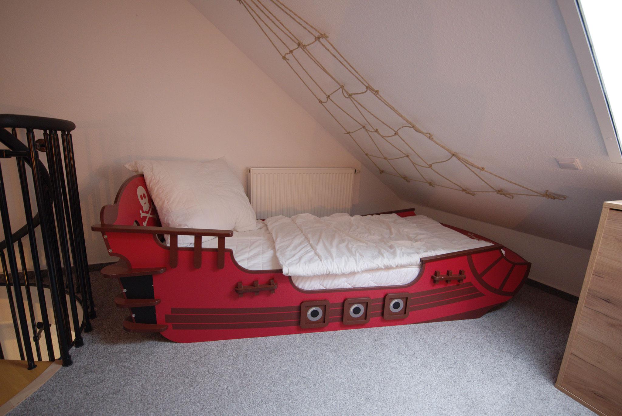 1 Kinderbett im Schlafraum
