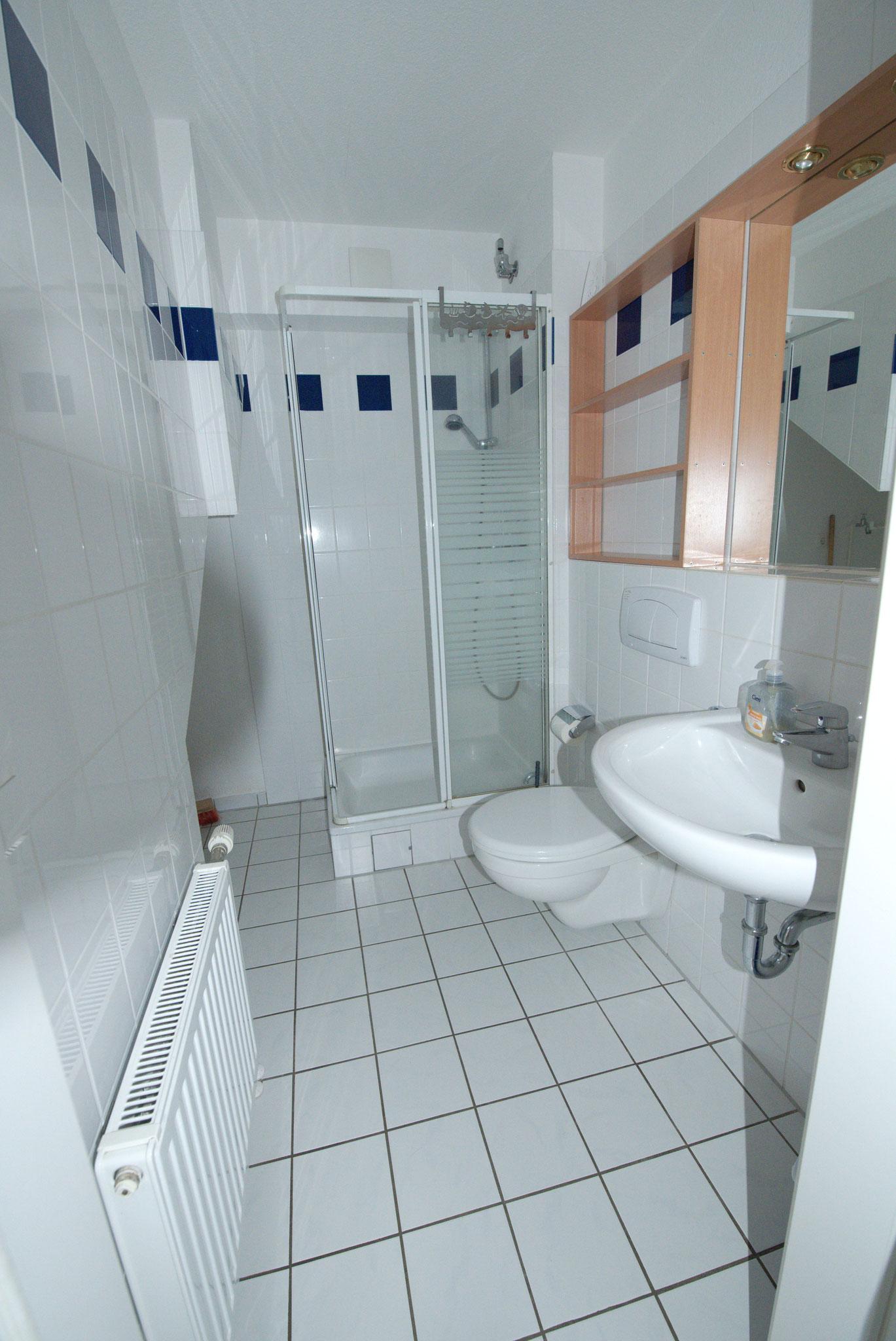 Bad und WC mit Dusche