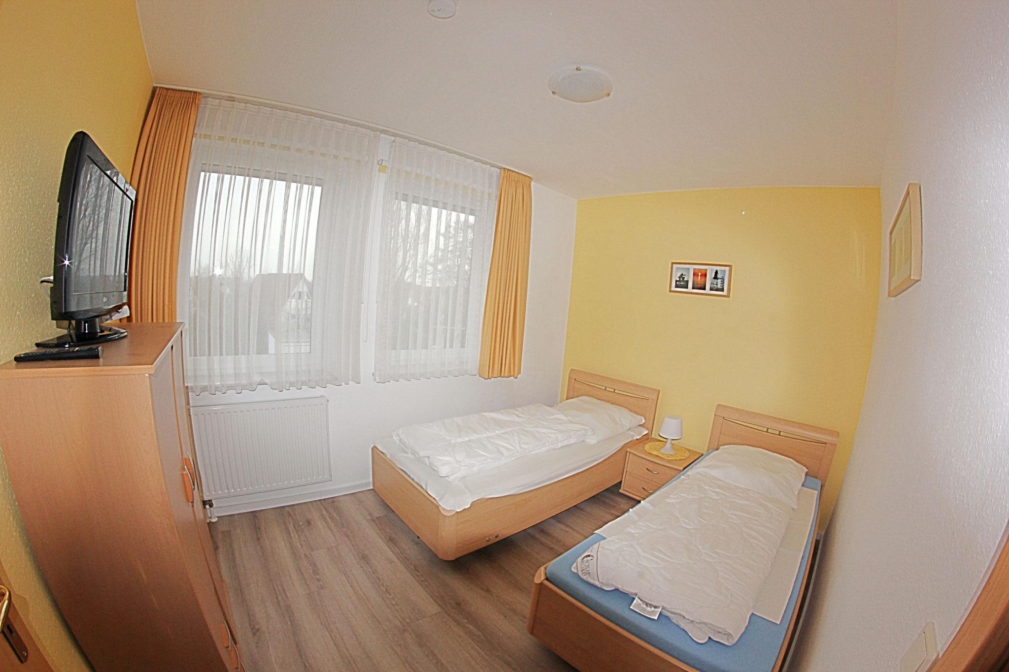 2. Schlafzimmer mit 2 Einzelbetten ud SAT-TV
