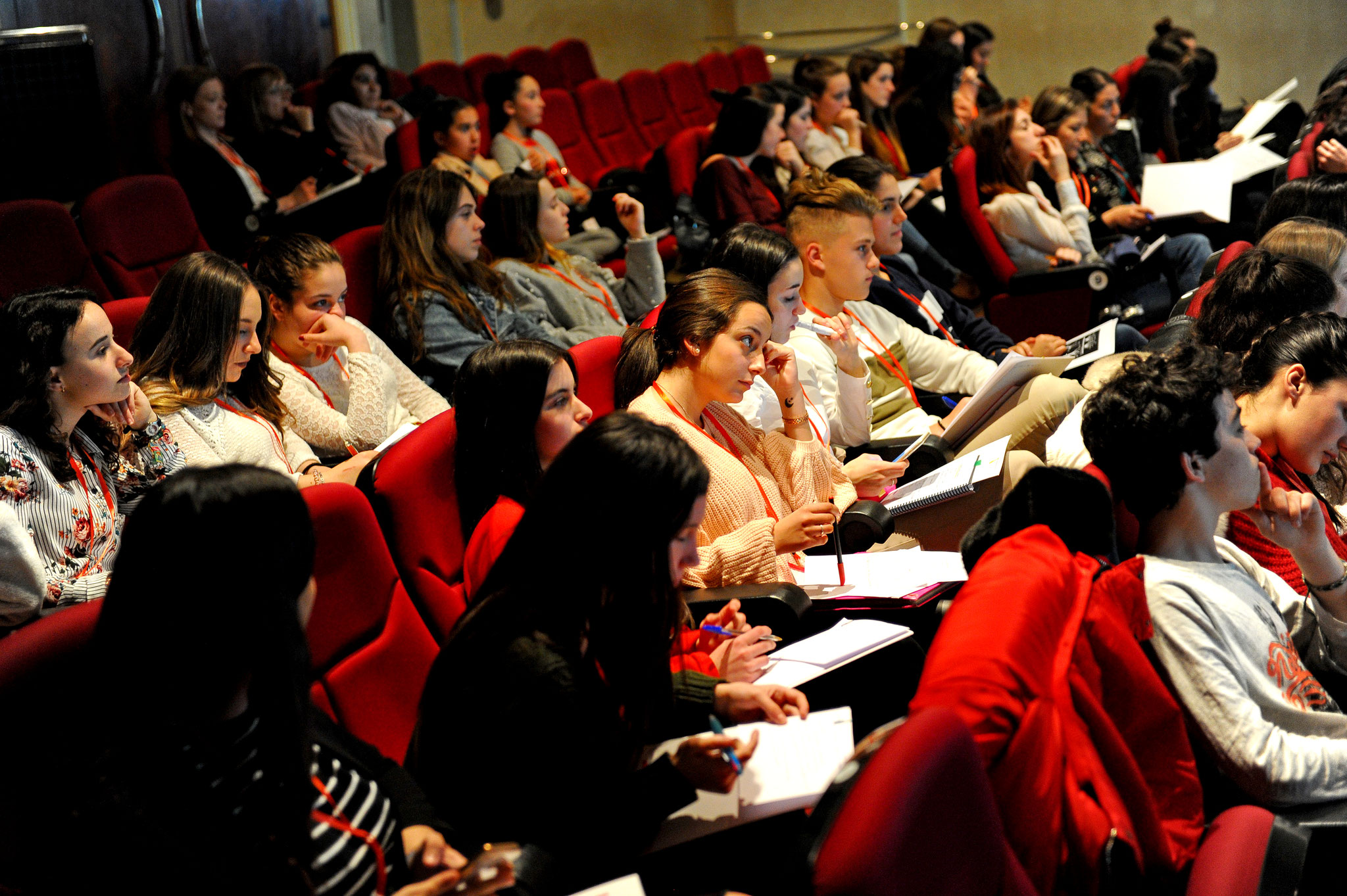 Alumnas y alumnos de Dantea en de las conferencias