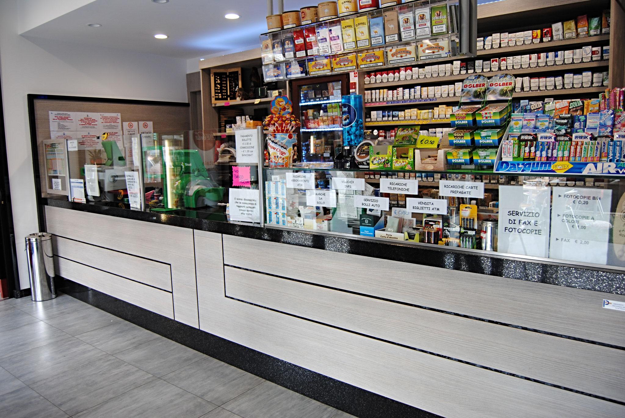 Arredamenti per bar arredamenti per tabaccherie a milano for Arredamenti per tabaccherie