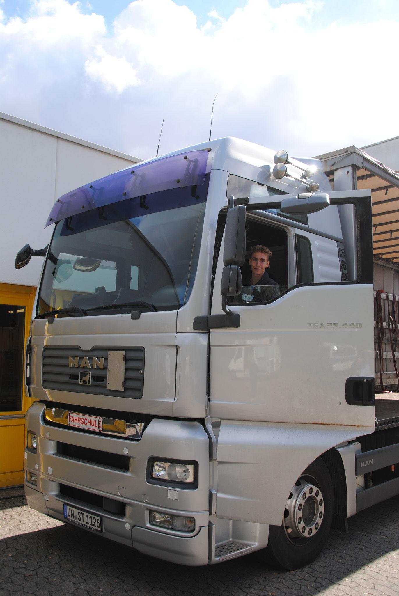 Steden Logistik mit eigenem Fahrschul-LKW