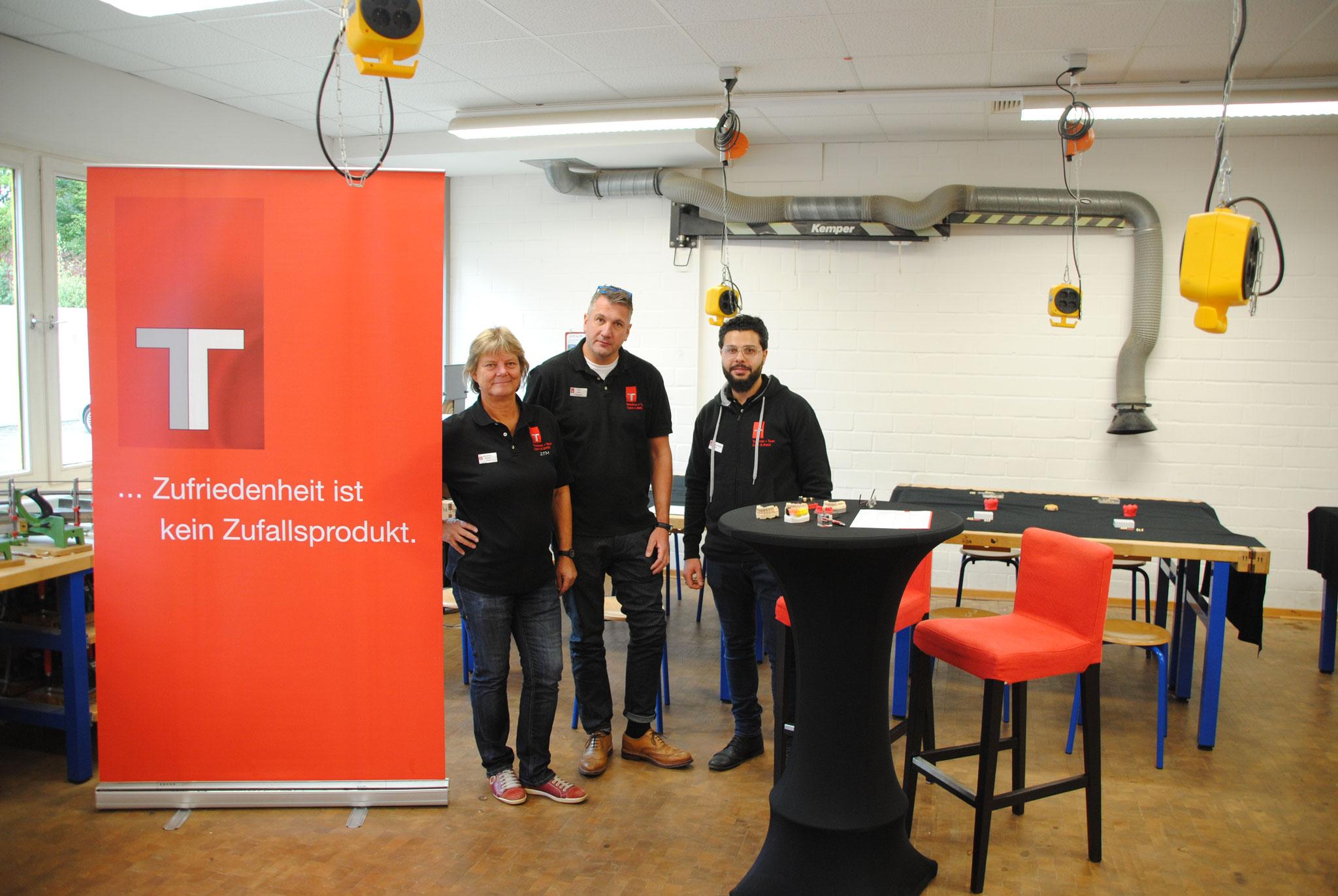 Das Team von Teschner + Team Zahn-S-thetik GmbH