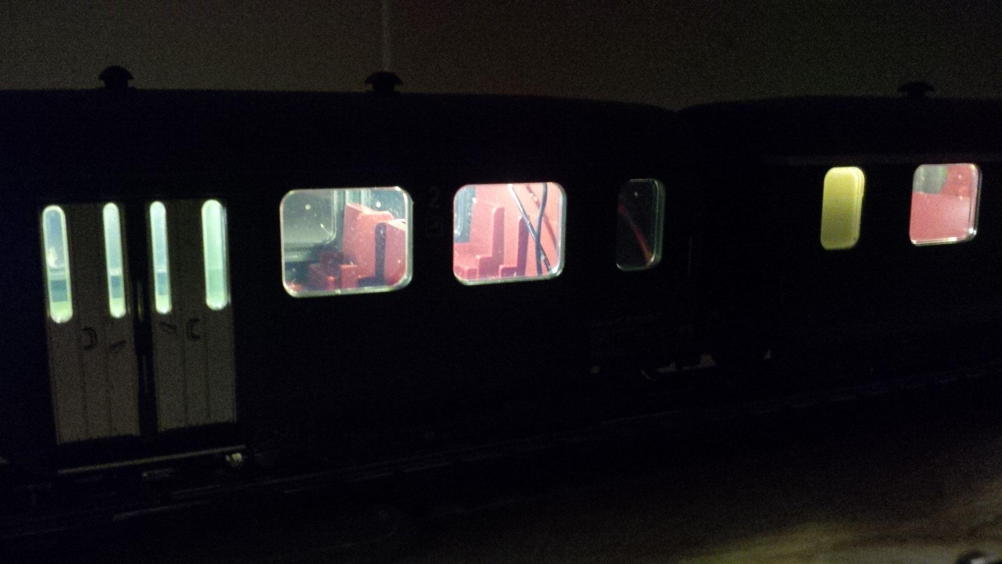 Märklin Leichtstahlwagen mit warmweissen Stäben beleuchtet