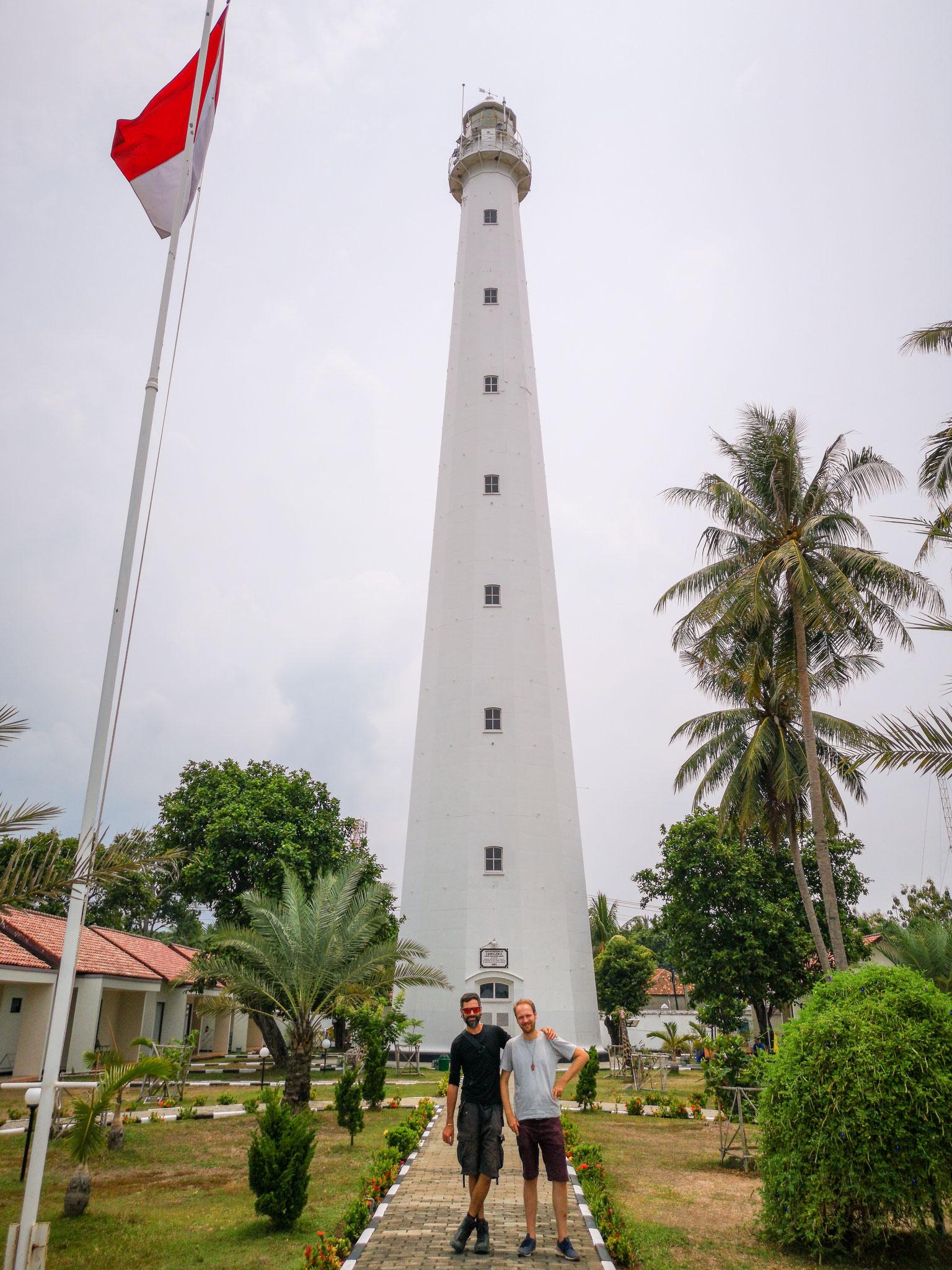 Martin und ich vor dem Cikoeng-Leuchtturm