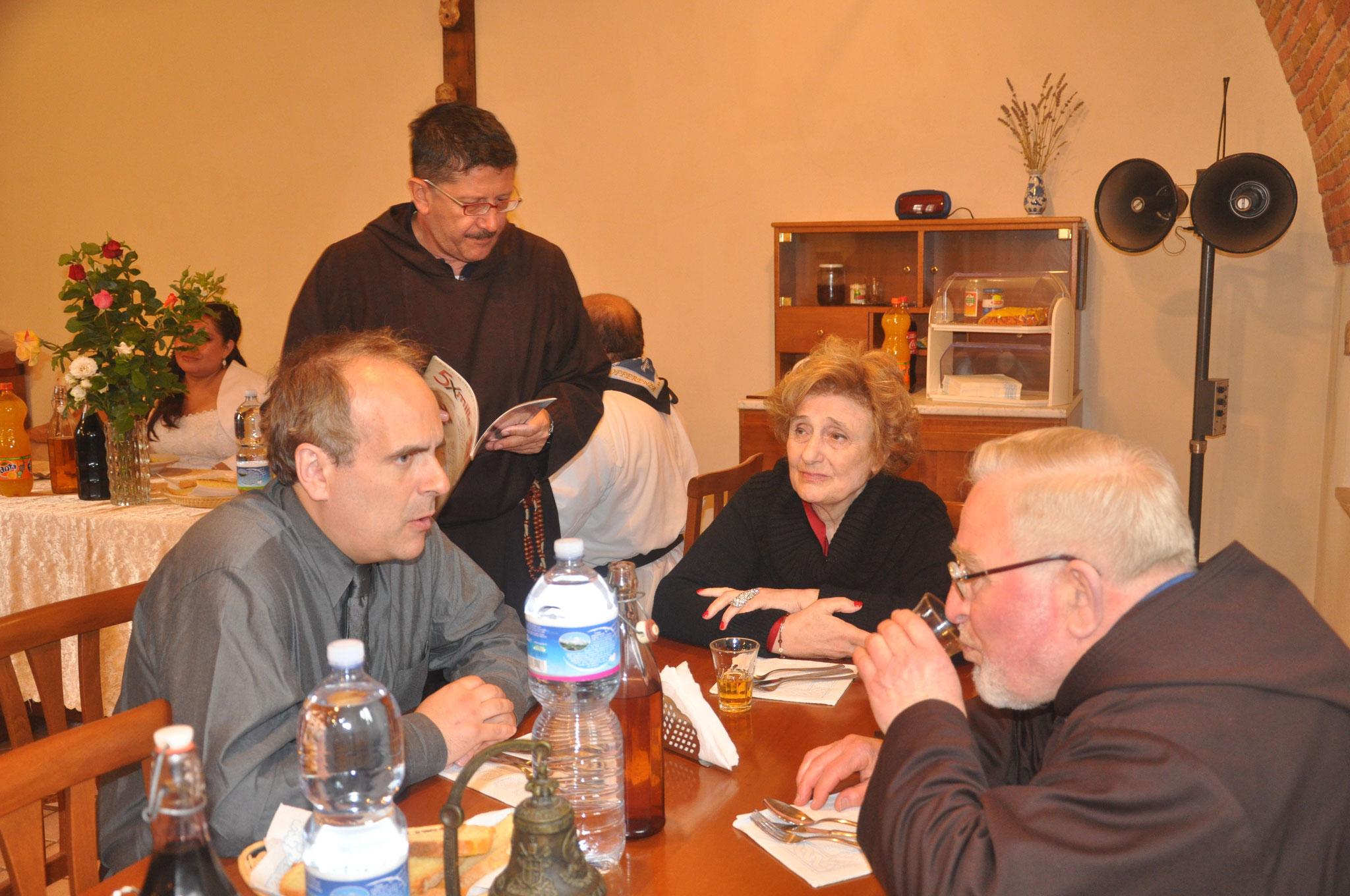 Compartiendo el almuerzo con los Frailes Capuchinos Menores, en el Convento de Serracapriola, Puglia