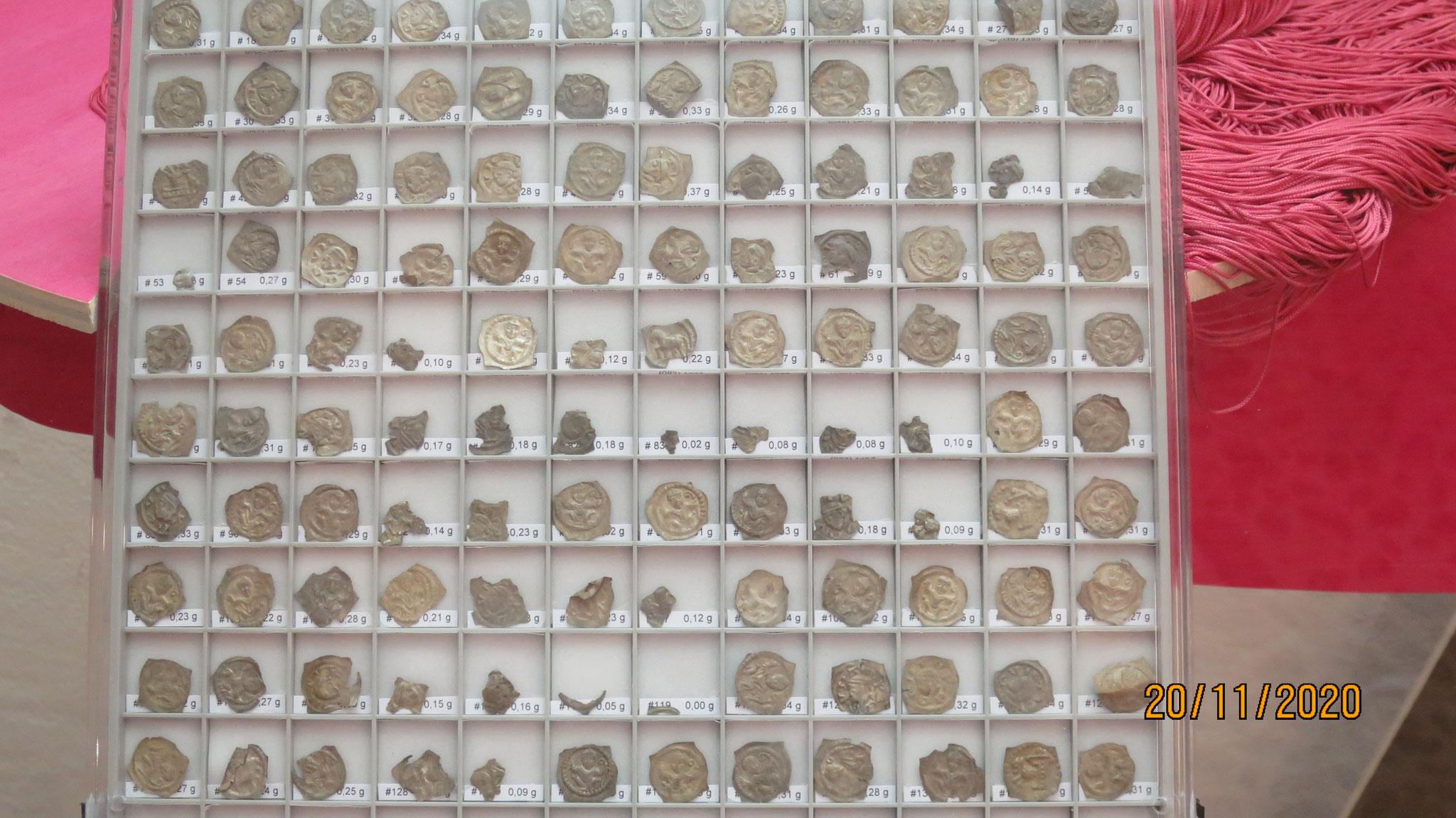 Unser Präsident entdeckte den Silberschatz vom Brünig-132 Silbermünzen. Auf davon 77 ist der Bischof von Basel, Heinrich von Isny, abgebildet.