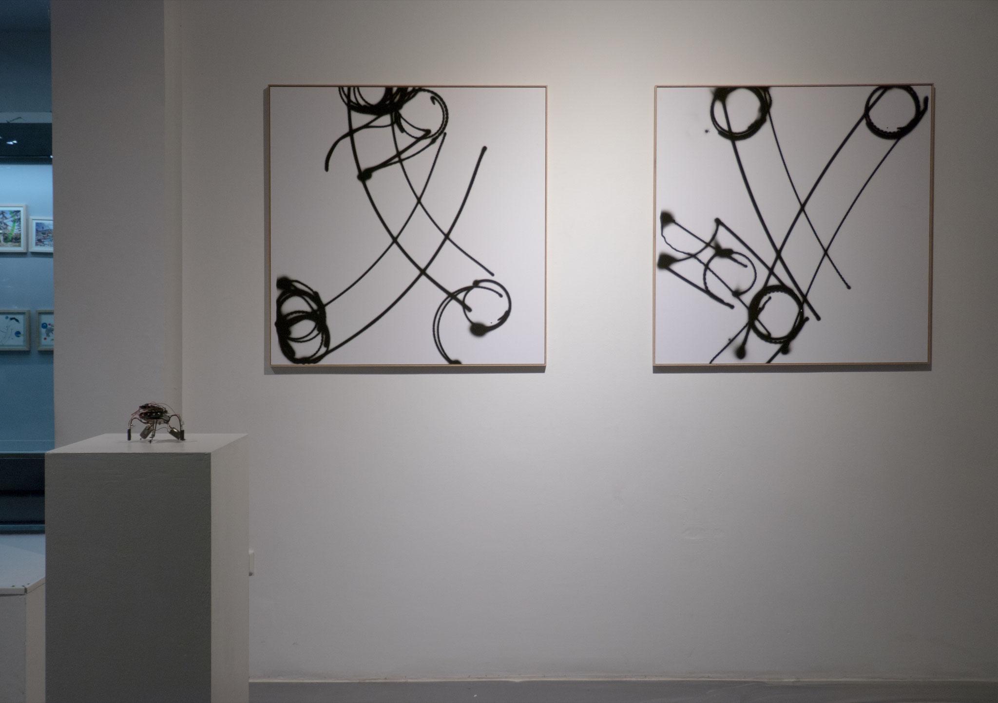 """photofeedback"", 2005 Vier Roboter, Fotopapier 100 x 100 cm Foto: Frank Gillich"