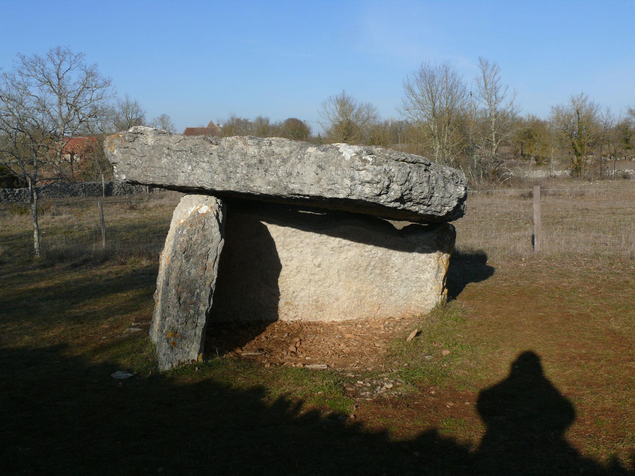 le dolmen à coté du Hameau de Barrière
