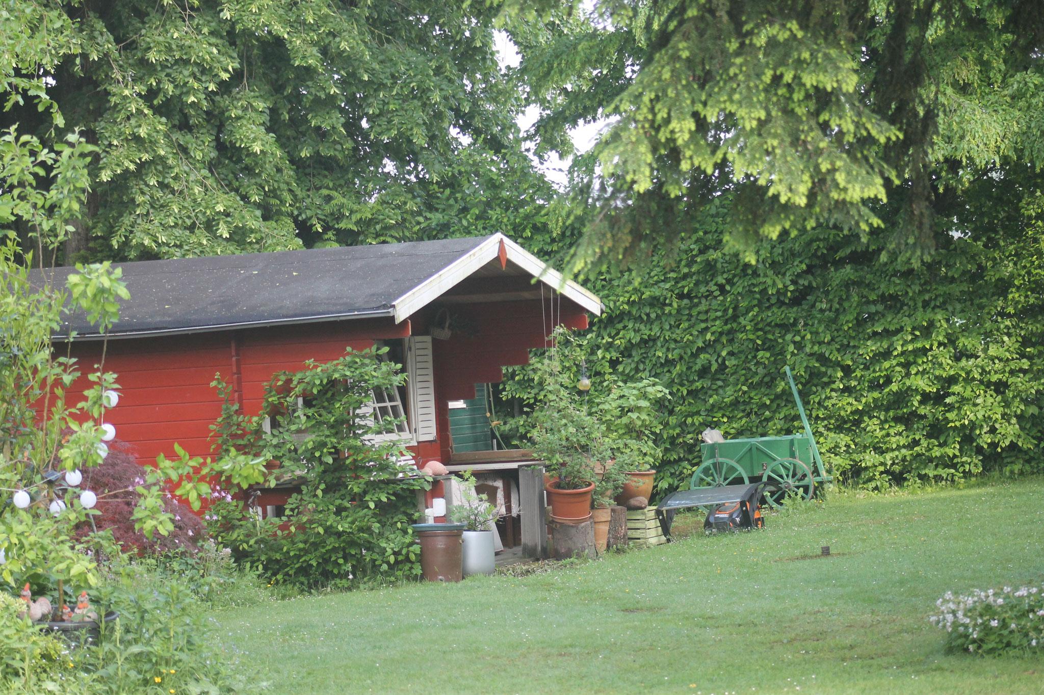 unser kleines Gästehaus MARSHALDE im Garten